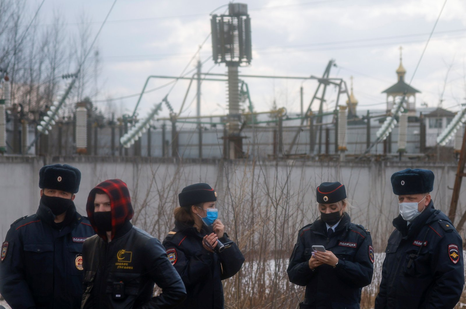 Police officers gather near the IK-2 corrective penal colony, where Kremlin critic Alexei Navalny is serving his jail term, in the town of Pokrov, Russia, April 6, 2021. (Reuters Photo)