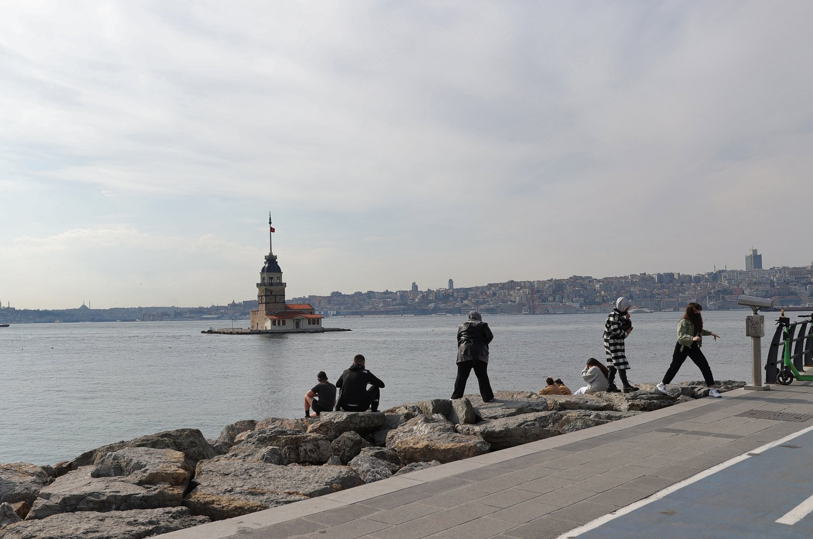 Tourists exempt from weekend lockdown take in the scenery in Istanbul, Turkey, April 3, 2021. (AA Photo)