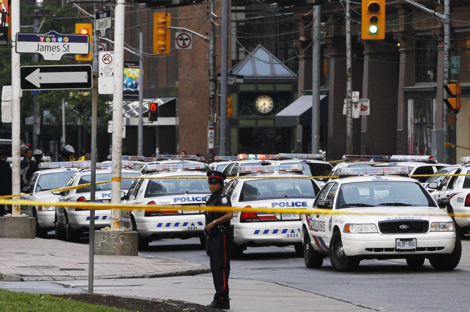 A police officer stands in front of police cars at the Toronto Eaton Centre shopping mall in Toronto, Canada, June 2, 2012. (Reuters Photo)