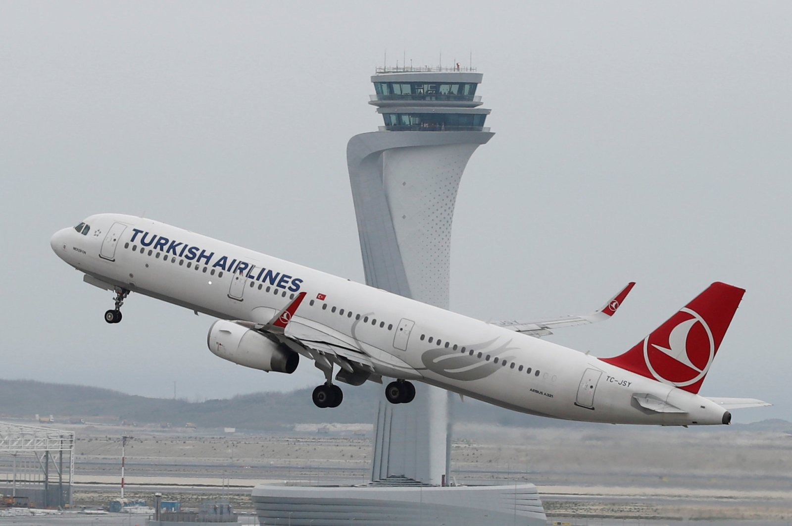 A Turkish Airlines plane takes off from the city's new Istanbul Airport, Istanbul, Turkey, April 6, 2019. (Reuters Photo)