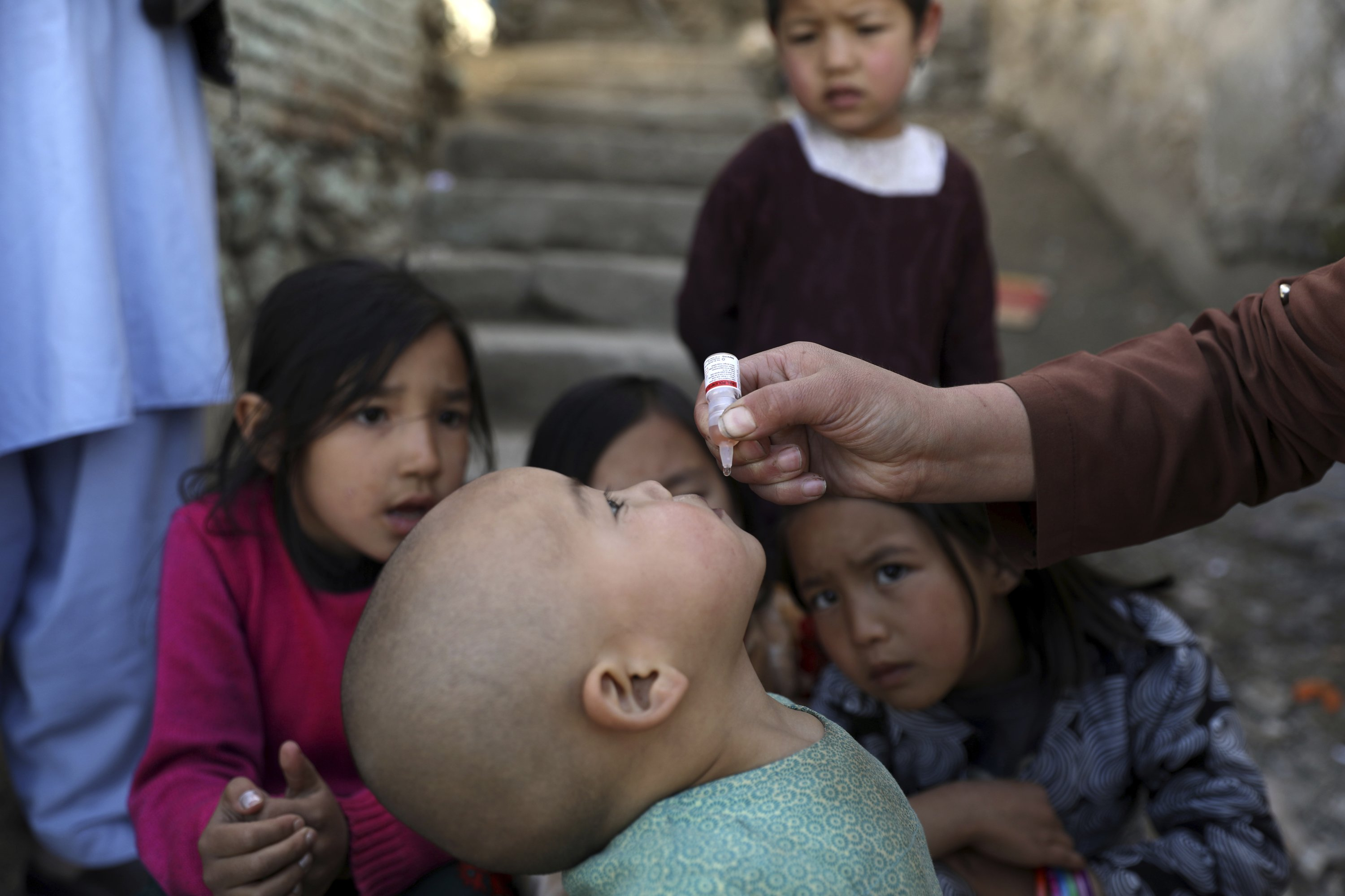 Shabana Maani, gives a polio vaccination to a child in the old part of Kabul, Afghanistan, March 29, 2021. (AP Photo)