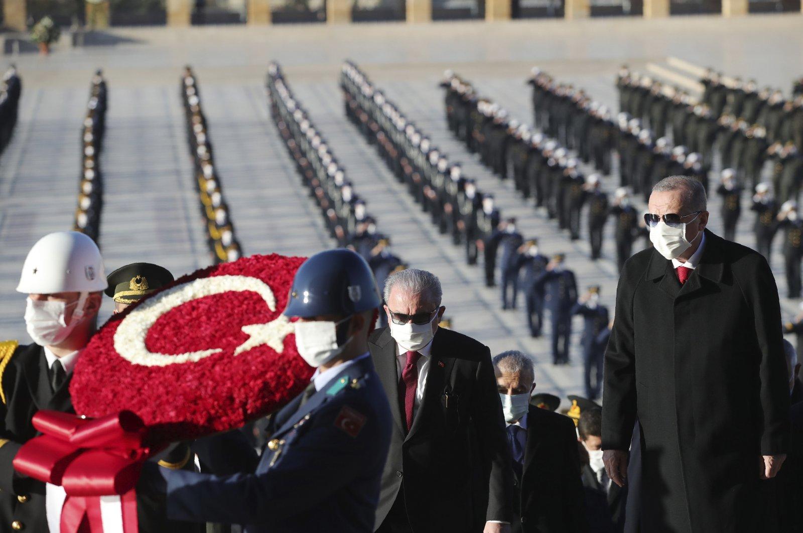 President Recep Tayyip Erdoğan (R) and other Turkish political leaders visit the mausoleum of modern Turkey's founder, Mustafa Kemal Atatürk, during a memorial ceremony on the 82nd anniversary of his death, in Ankara, Turkey, Nov. 10, 2020. (AP Photo)