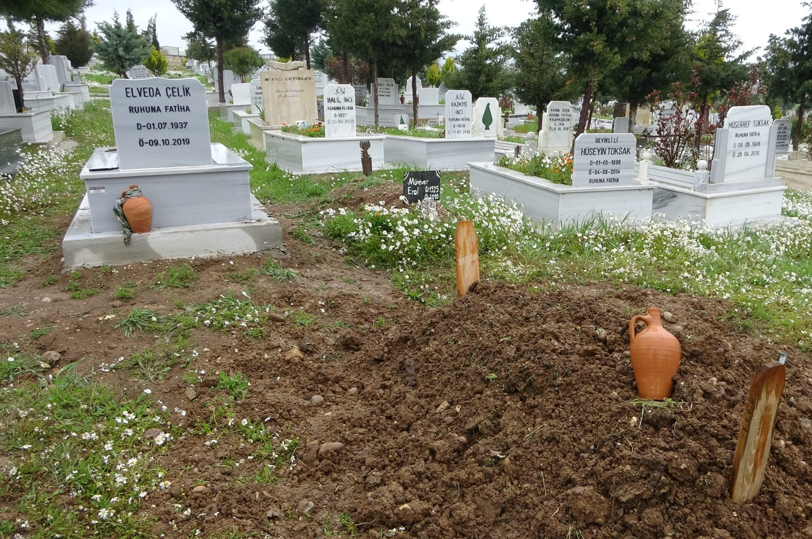 A view of the grave where the man thought to be Recep Çelik was buried, in Çanakkale, western Turkey, April 8, 2021. (İHA PHOTO)