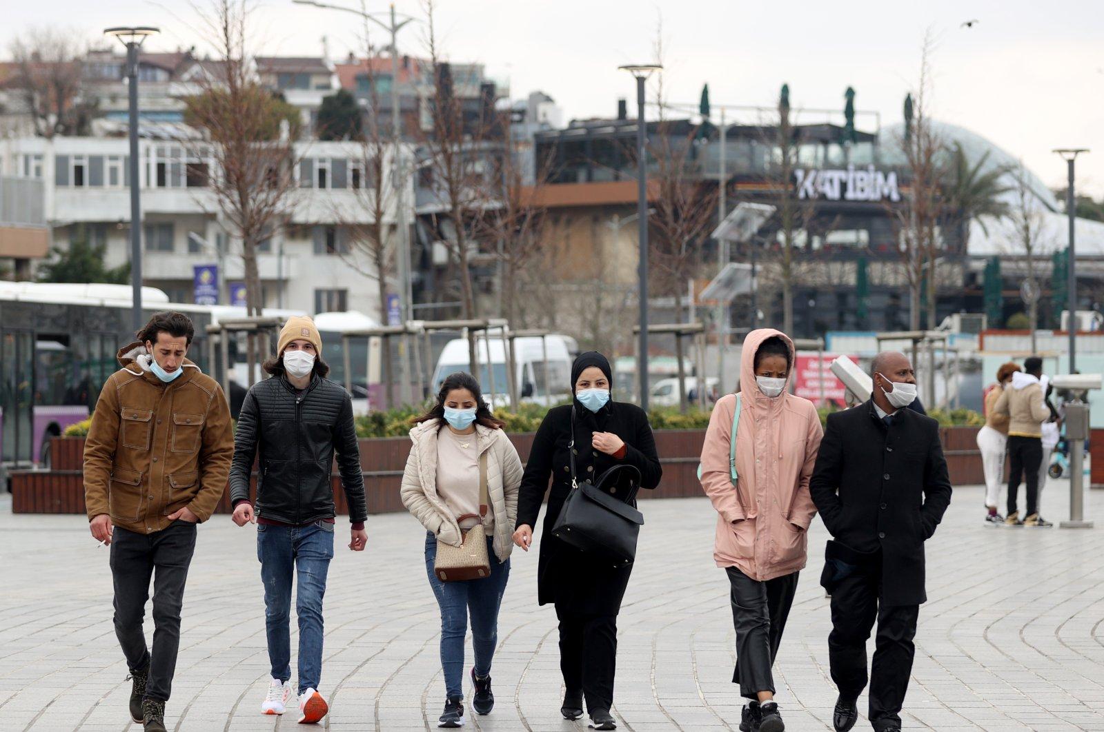 People wearing masks walk in the Üsküdar district in Turkey's largest city Istanbul, April 4, 2021. (AA Photo)