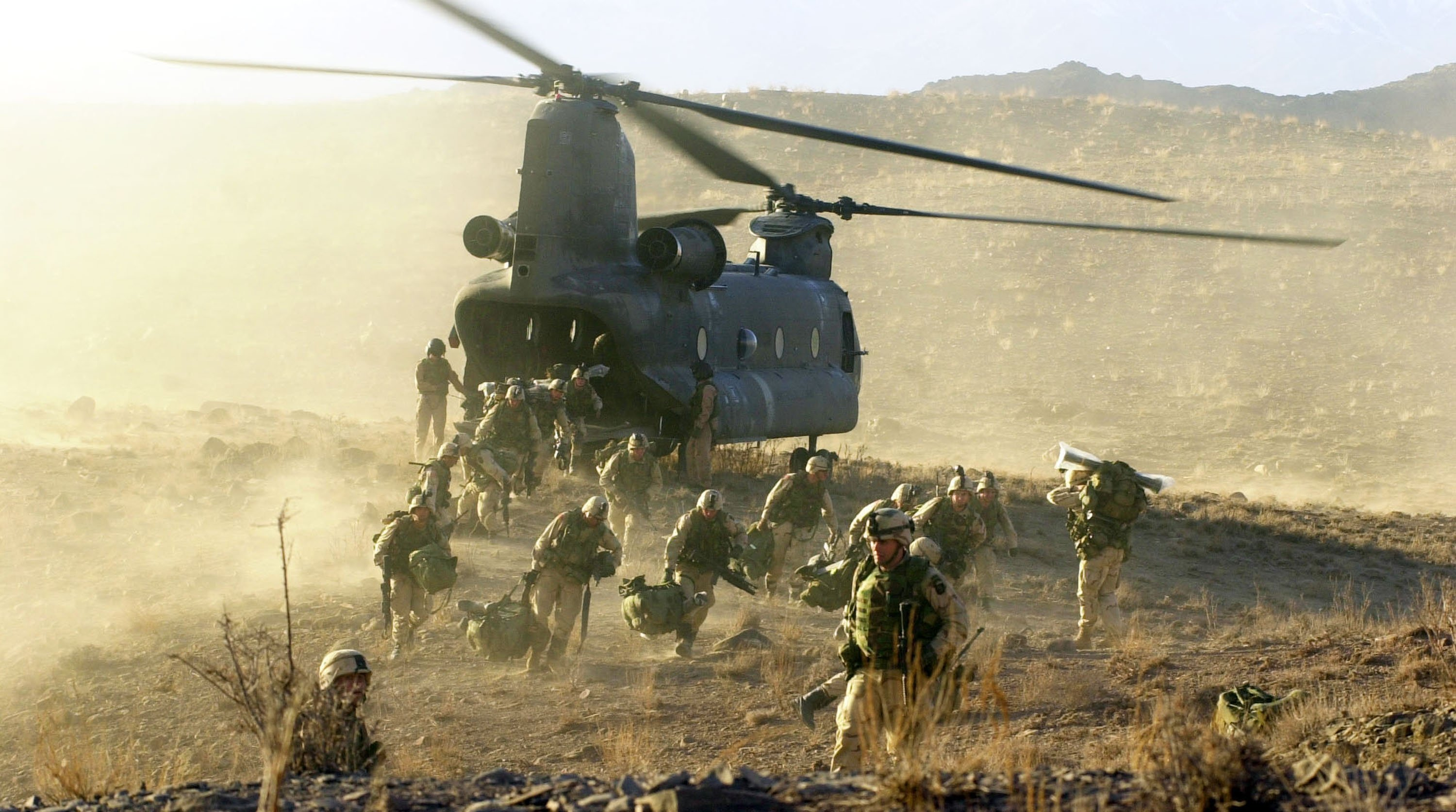 U.S. soldiers from the 101st Airborne division off-load during a combat mission from a Chinook 47 helicopter, in eastern Afghanistan, March 5, 2002. (Photo by Getty Images)