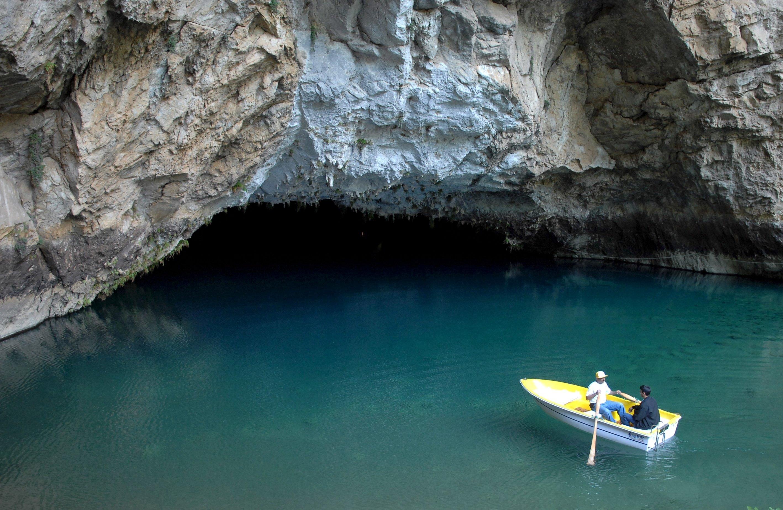 A couple of people row toward the entrance of Altınbeşik Cave, on the outskirts of its underground lake, Antalya, southern Turkey. (AA Photo)