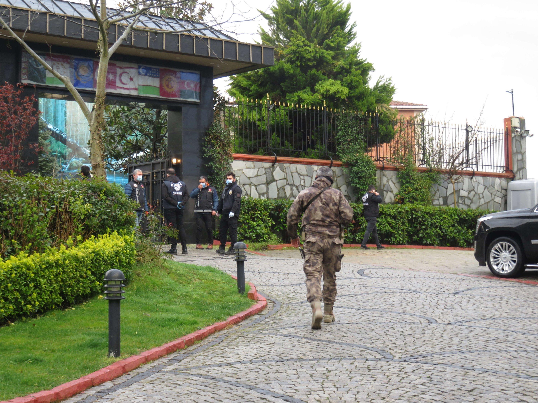 Police officers outside Sedat Peker's villa in Istanbul, Turkey, April 9, 2021. (DHA PHOTO)