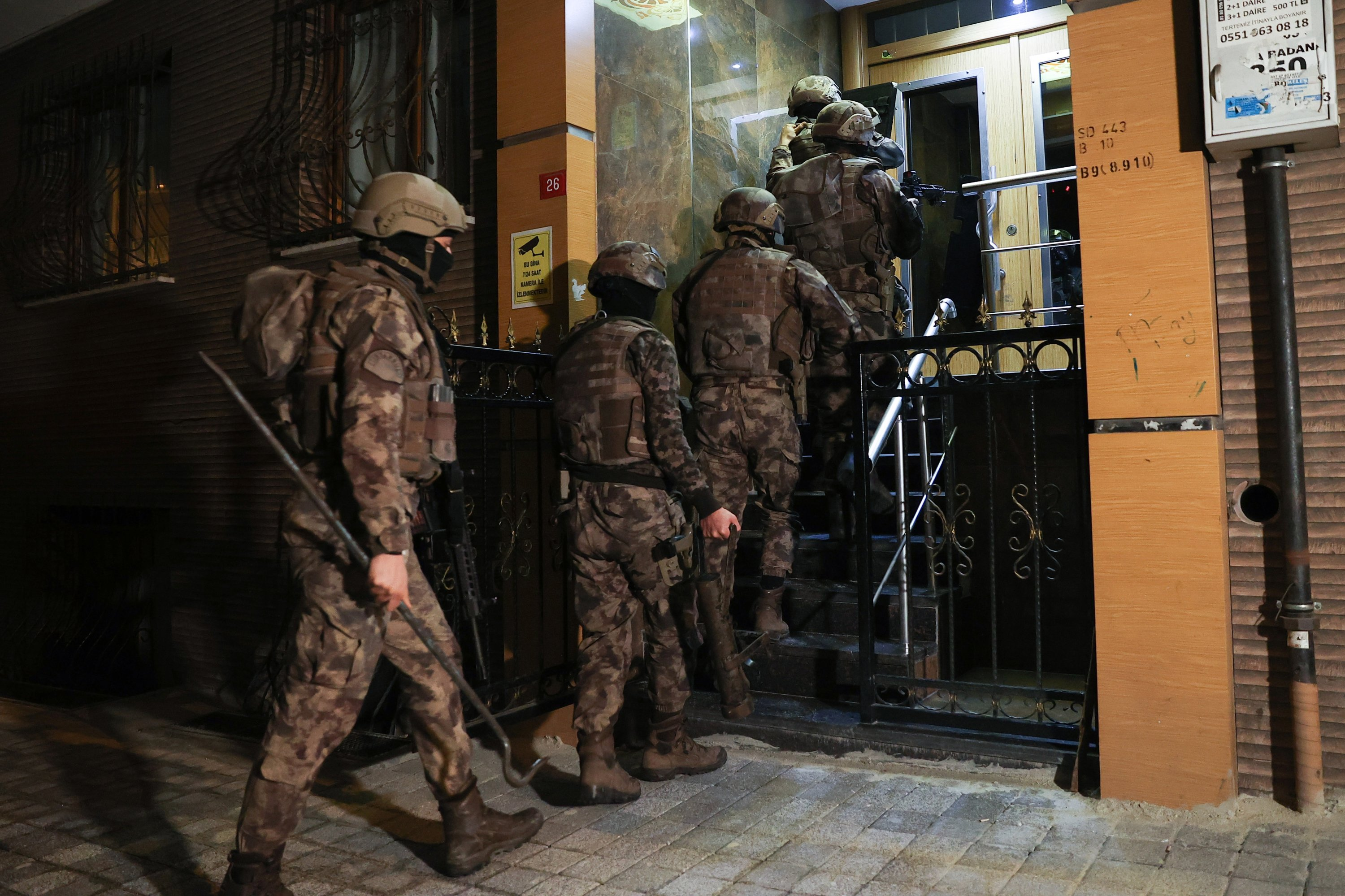 A Special Operations team raids a house to capture a suspect, in Istanbul, Turkey, April 9, 2021. (AA PHOTO)