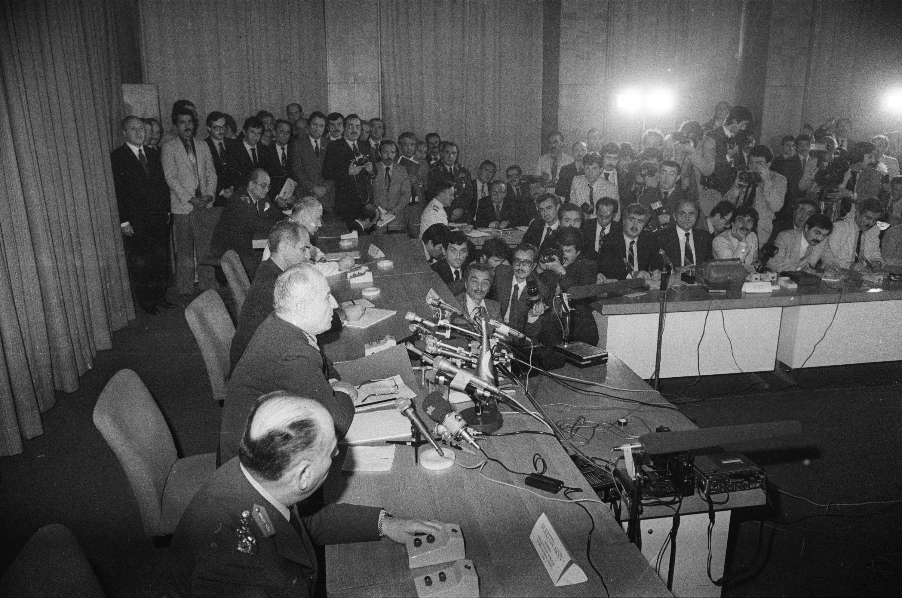 Chairman of the National Security Council (MGK) and Chief of General Staff, Gen. Kenan Evren (C) makes his first statement following the coup to the press, Sept. 12, 1980 at the Grand National Assembly of Turkey, alongside Commander of the Naval Forces Admiral Nejat Tümer, Commander of the Air Force Gen. Tahsin Şahinkaya, Land Forces Commander Gen. Nurettin Ersin and Gendarmerie General Commander Sedat Celasun were also present in the statement in the Turkish Grand National Assembly (from right to left) (AA File Photo)
