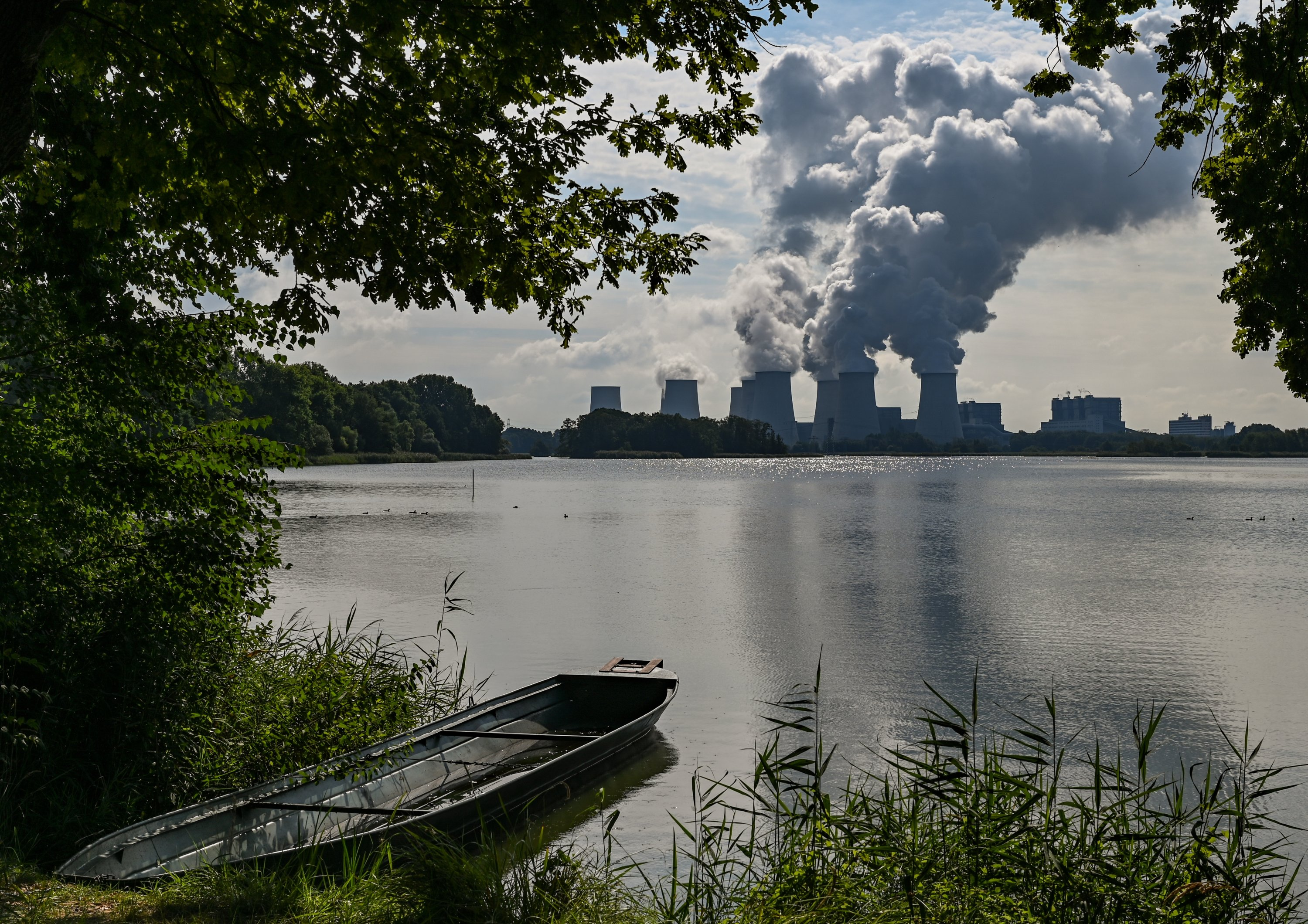 Water vapor rises from the cooling towers of the Jänschwalde lignite-fired power plant of Lausitzer Energie Bergbau AG (LEAG), Brandenburg, Peitz, Germany, Aug. 19, 2020. (Photo by Getty Images)