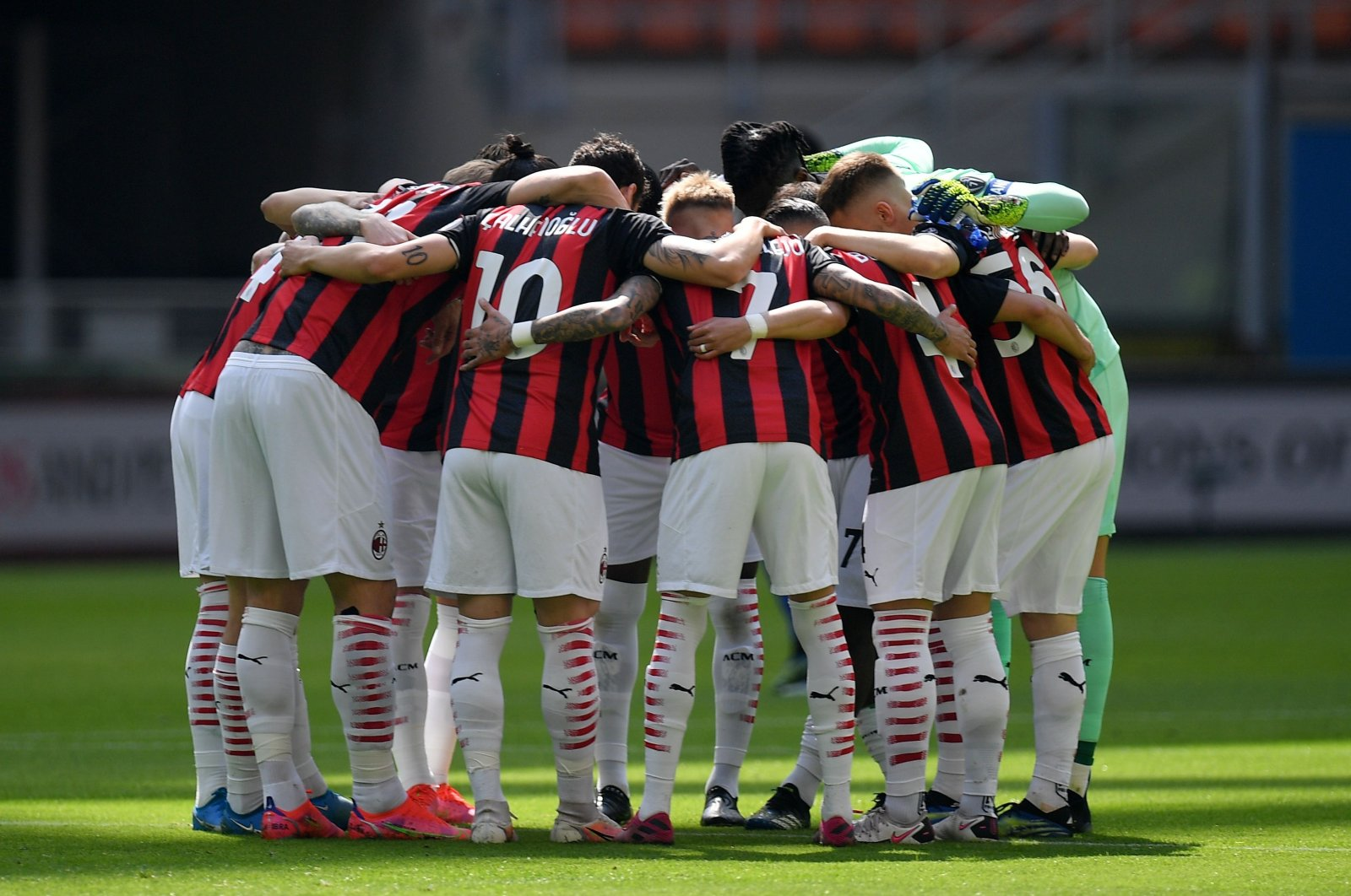 AC Milan players huddle before a Serie A match against Sampdoria at the San Siro stadium, in Milan, Italy, April 3, 2021. (Reuters Photo)