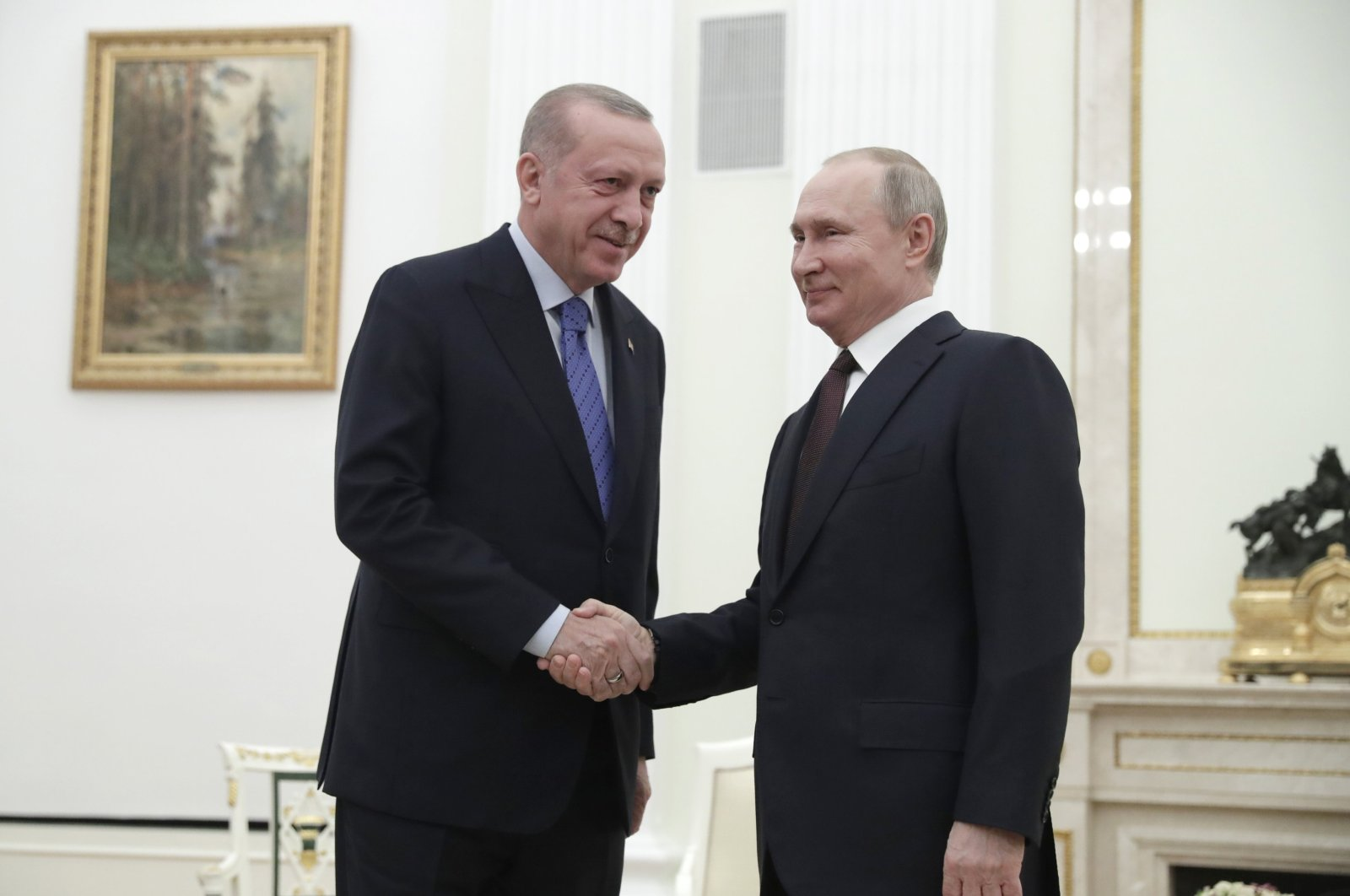 President Recep Tayyip Erdoğan (L) and Russian President Vladimir Putin shake hands prior to their talks at the Kremlin in Moscow, Russia, March 5, 2020. The Turkish and Russian leaders are set to hold talks in Moscow aimed at avoiding pitting their nations against each other, during hostilities in northwestern Syria. (AP Photo)