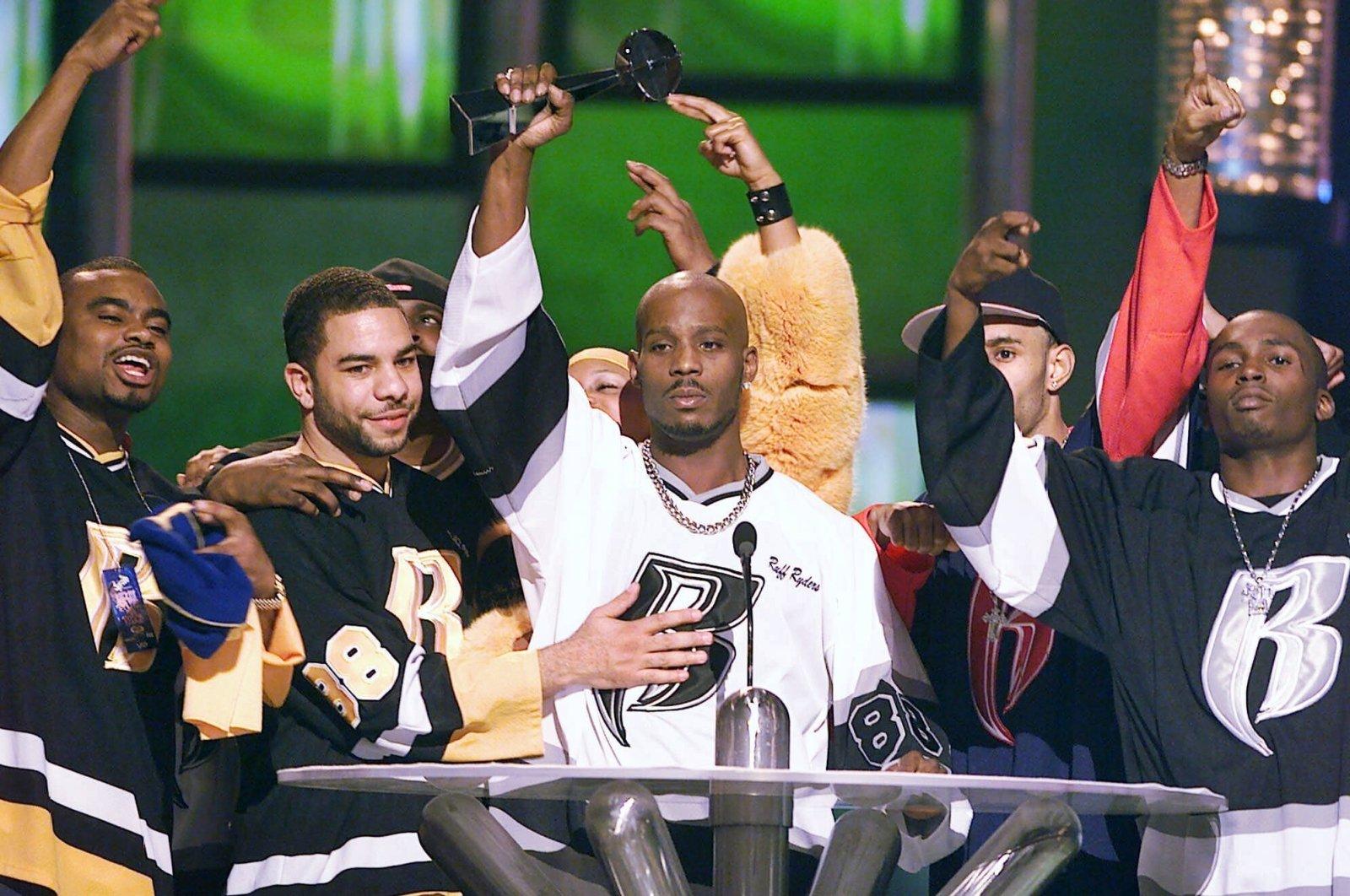 DMX (C) accepts the R&B Album Artist of the Year during the 1999 Billboard Music Awards in Las Vegas, U.S., Dec. 8, 1999. (AP Photo)