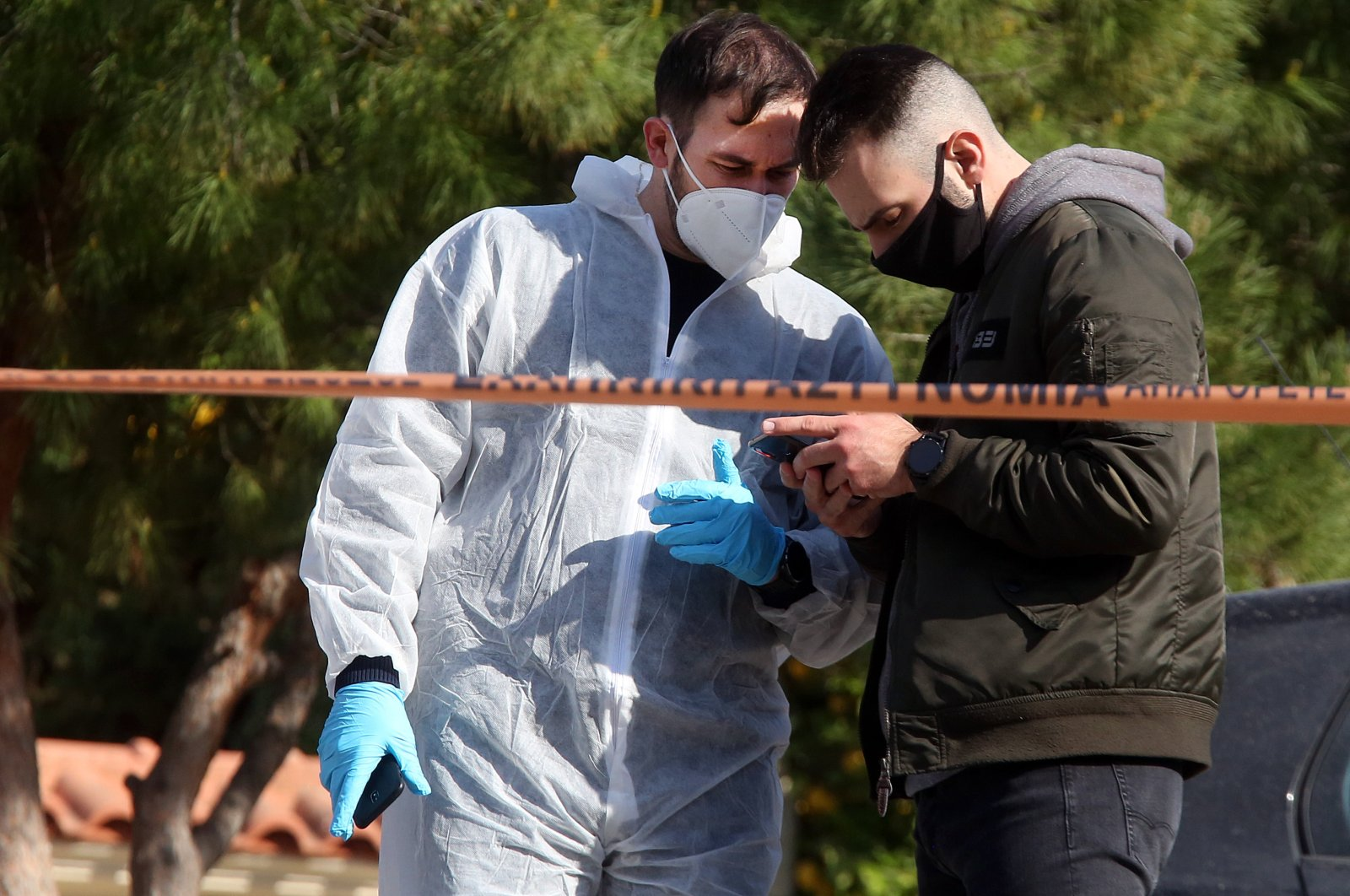 Police officers investigate the area outside the home of murdered Greek journalist Giorgos Karaivaz in Alimos, Attica, Greece, April 9, 2021. (EPA Photo)
