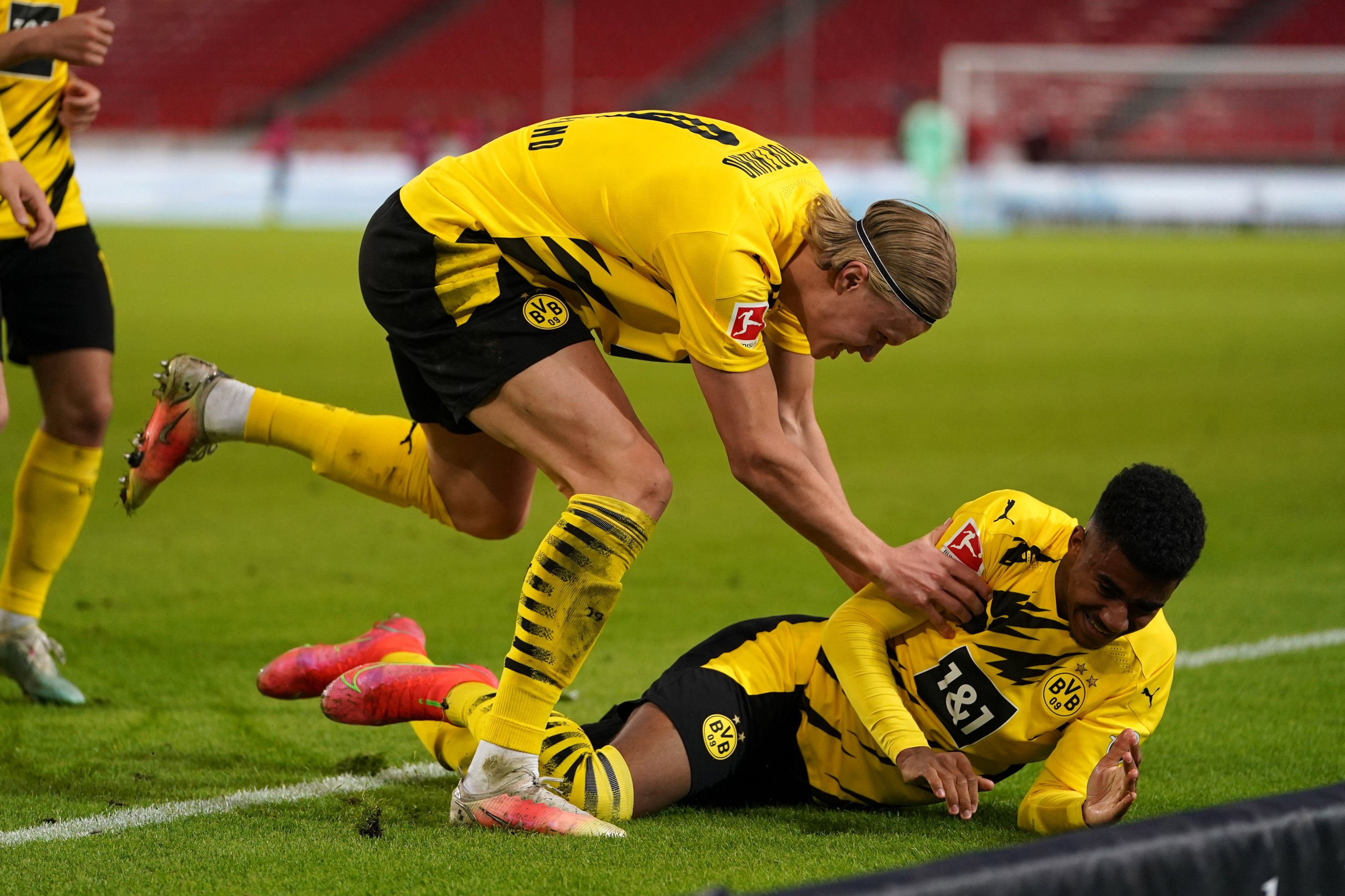 Ansgar Knauff (R) of Borussia Dortmund celebrates with Erling Haaland after scoring their team's third goal during the Bundesliga match against VfB Stuttgart at Mercedes-Benz Arena in Stuttgart, Germany, April 10, 2021.  (Christian Kaspar-Bartke/DFL/Pool via EPA)
