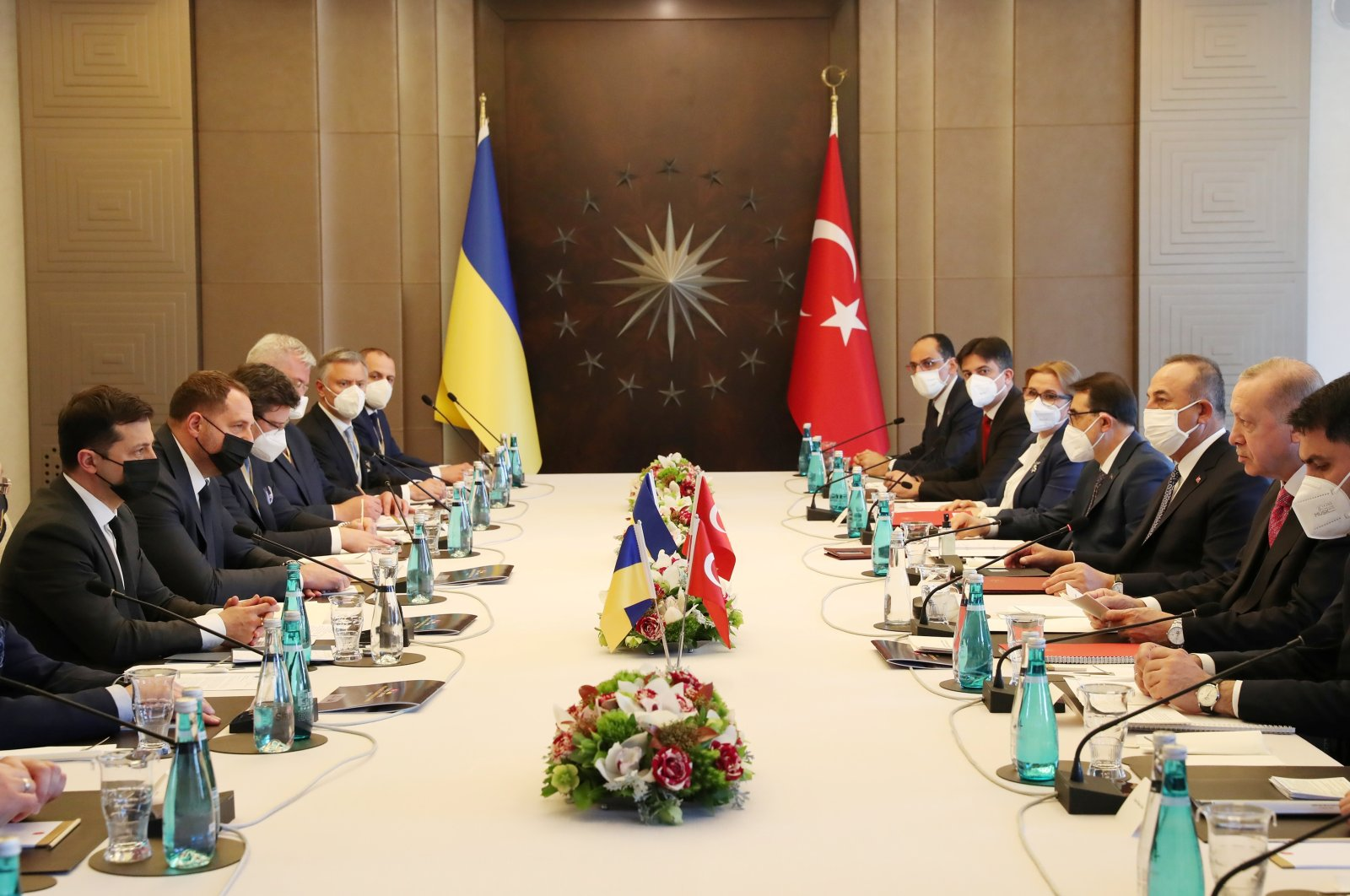 President Recep Tayyip Erdoğan and Ukraine's President Volodymyr Zelenskiy attend a meeting in Istanbul, Turkey, April 10, 2021. (REUTERS)