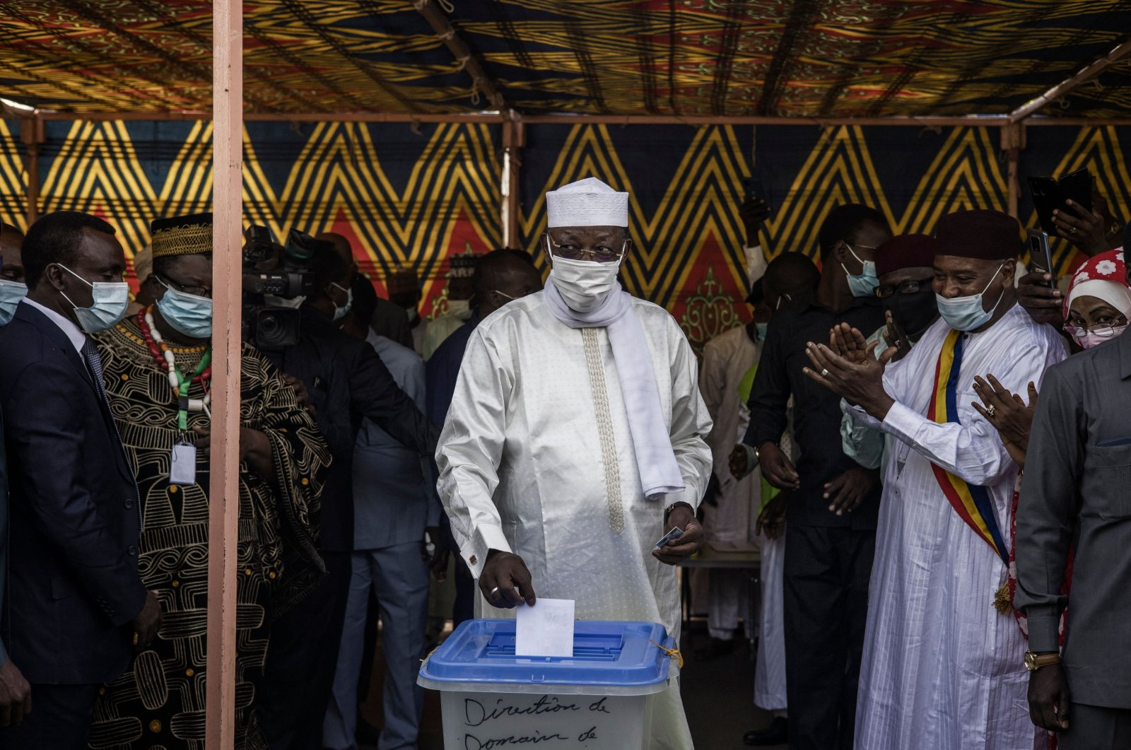 Chadian President Idriss Deby Itno (C) casts his ballot at a polling station in N'djamena, on April 11, 2021. (AFP Photo)