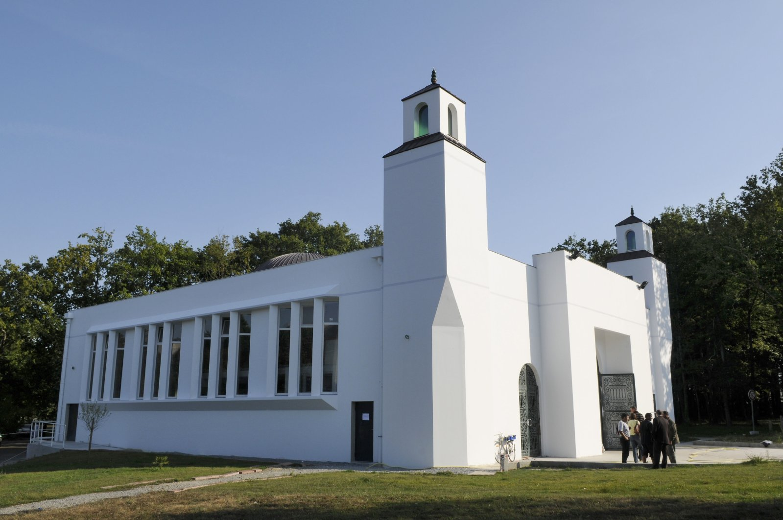 The Arrahma mosque in France's northern region of Nantes. The mosque was inaugurated after two years of construction and can accommodate up to 1,300 worshippers, Nantes, France, Sept. 9, 2009. (Getty Images)