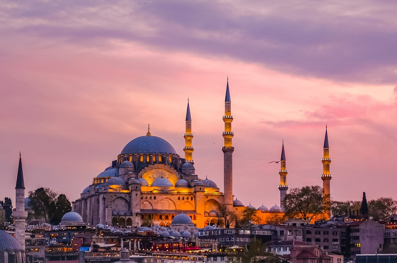 Like last year, mass iftar dinners will not be held in the courtyards of mosques such as the Süleymaniye Mosque (pictured) in Istanbul. (Shutterstock Photo)