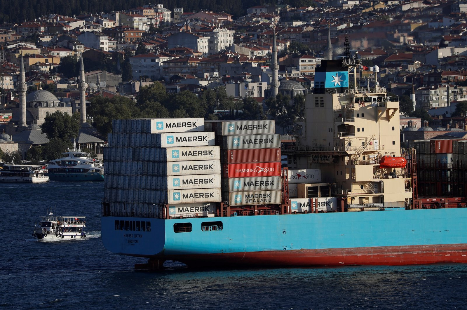 A container ship sails in the Bosporus, on its way to the Mediterranean Sea, Istanbul, Turkey, Aug. 10, 2018. (Reuters Photo)