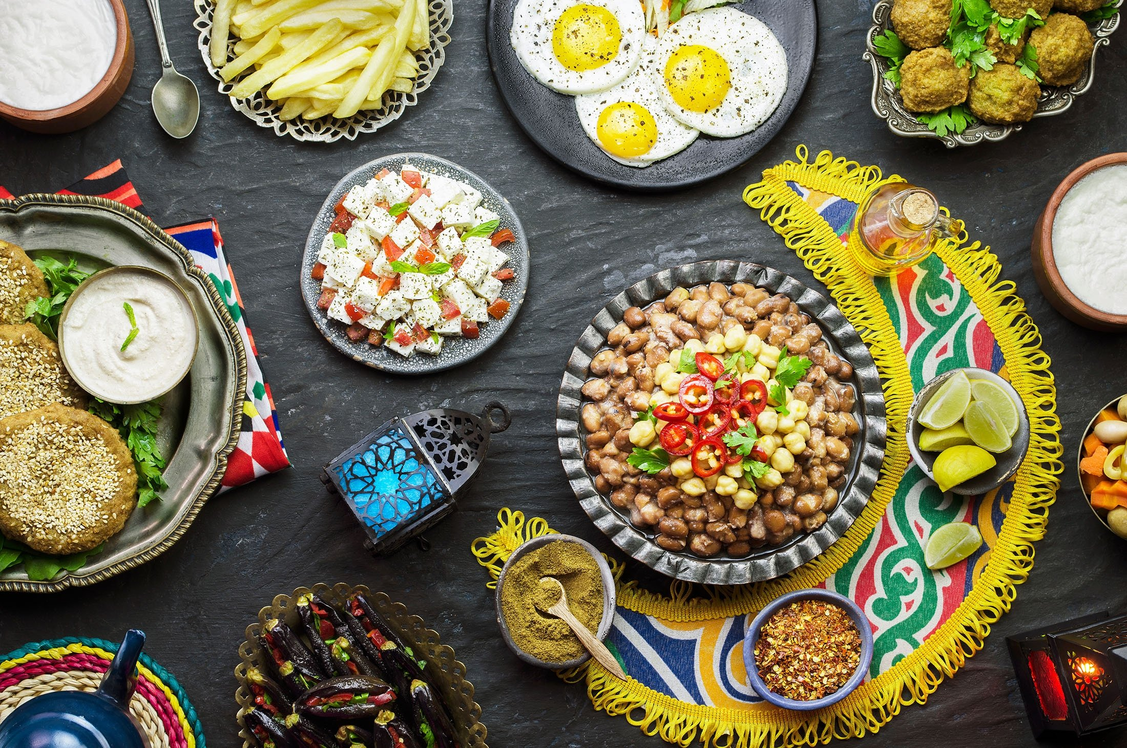 Make sure your sahur and iftar tables have a variety of food groups. (Shutterstock Photo)