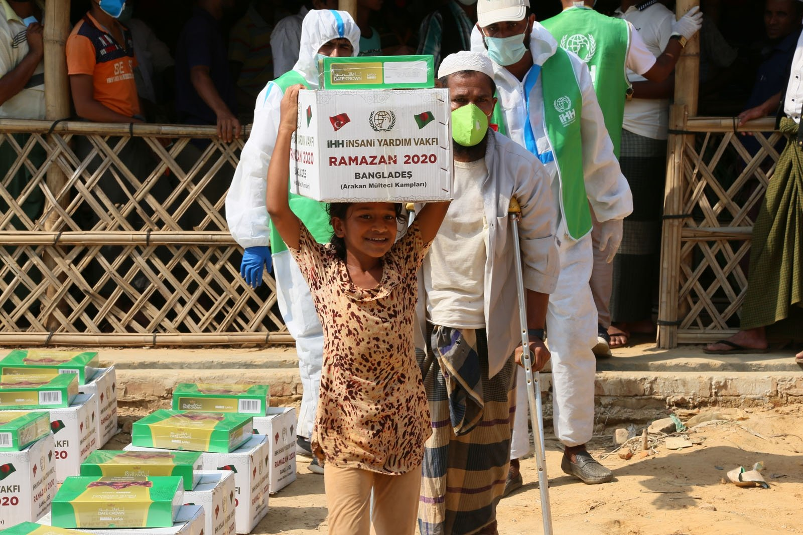 A girl carries an aid package donated by the Humanitarian Aid Foundation (IHH) at a refugee camp in Cox's Bazaar, Bangladesh, May 2, 2020. (COURTESY OF IHH)