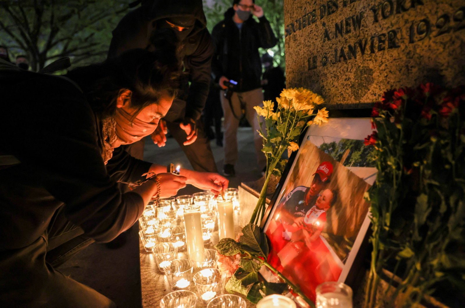 A person lights a candle during a vigil following the fatal police shooting of 20-year-old Black man Daunte Wright in Minnesota, Washington, U.S., April 12, 2021. (REUTERS/Evelyn Hockstein/File Photo)