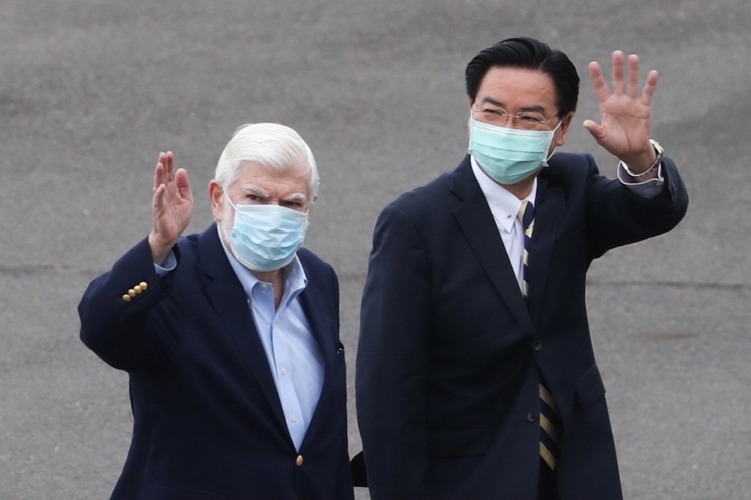 Former U.S. Senator Christopher Dodd (L) and Taiwan Foreign Minister Joseph Wu wave after the arrival of a U.S. unofficial delegation in Taipei, Taiwan, April 14, 2021. (EPA Photo)