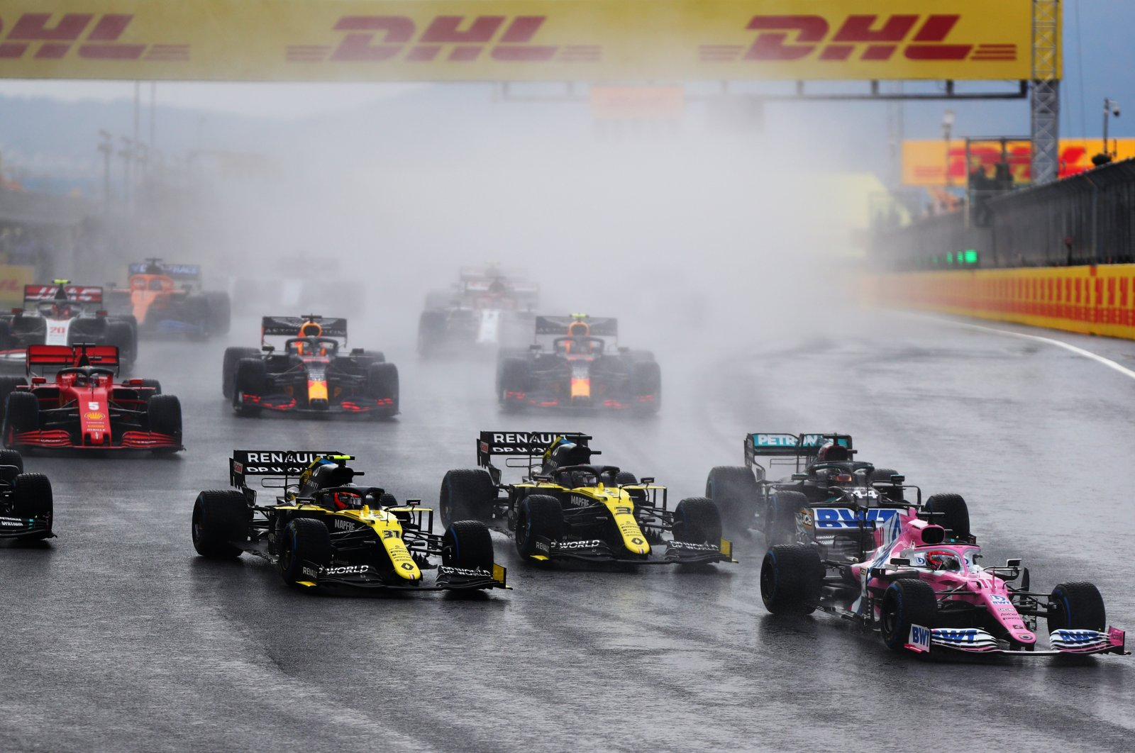 Drivers approach Turn One at the start of the F1 Grand Prix of Turkey at Intercity Istanbul Park, Istanbul, Turkey, Nov. 15, 2021. (Getty Images)