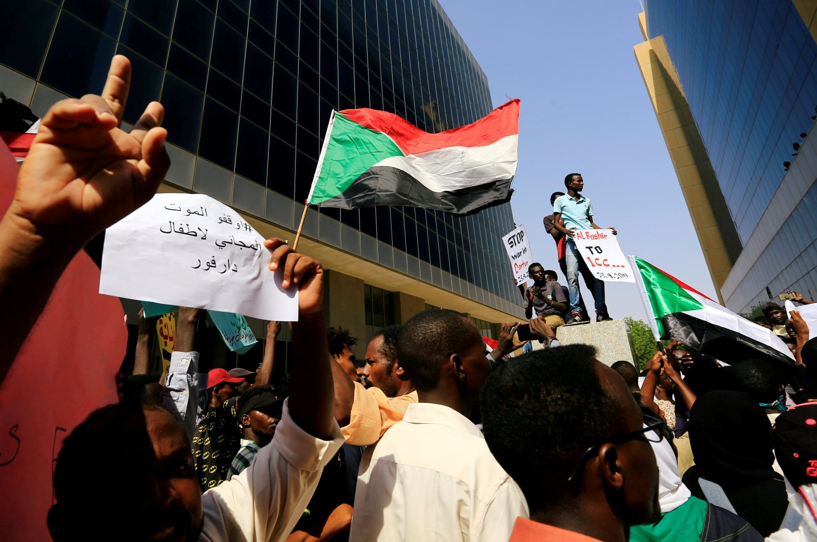 Protesters attend a rally calling for a stop to killing in Darfur and stability for peace, next to a building in front of the Ministry of Justice in Khartoum, Sudan, Sept. 23, 2019. (Reuters Photo)