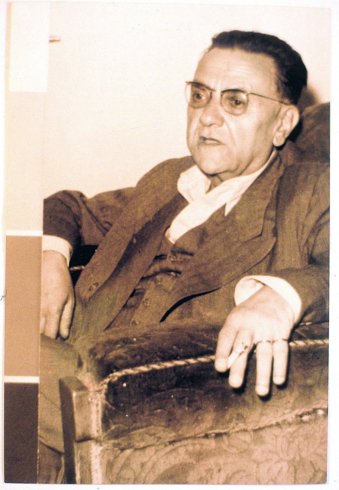 Nurullah Ataç became a literary critic after he tried writing poetry and drama. (Archive Photo)