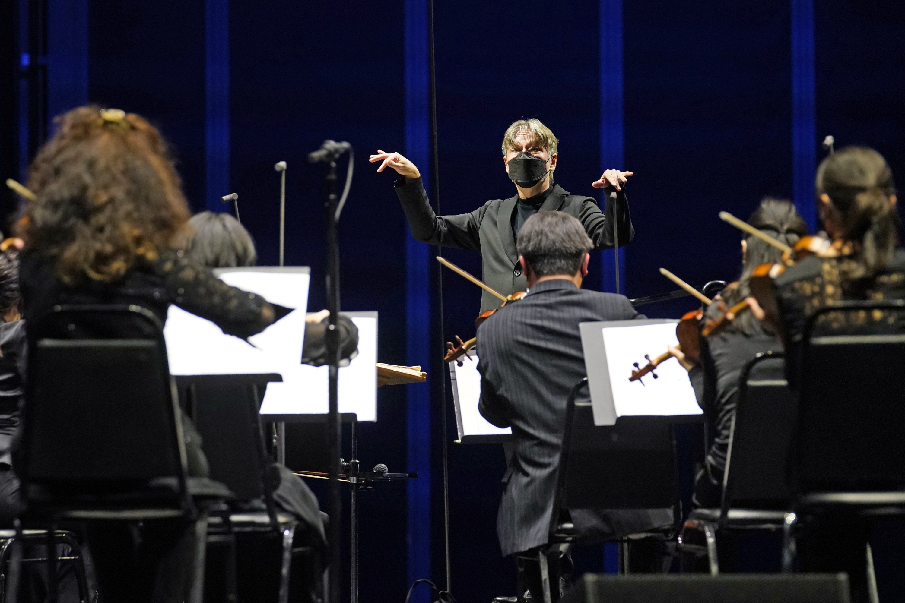 Guest conductor Essa-Pekka Salonen leads the New York Philharmonic as the orchestra perform together before a live audience of 150 spectators for the first time since March 10, 2020, at The Shed in Hudson Yards, New York, U.S., Wednesday, April 14, 2021. (AP Photo)