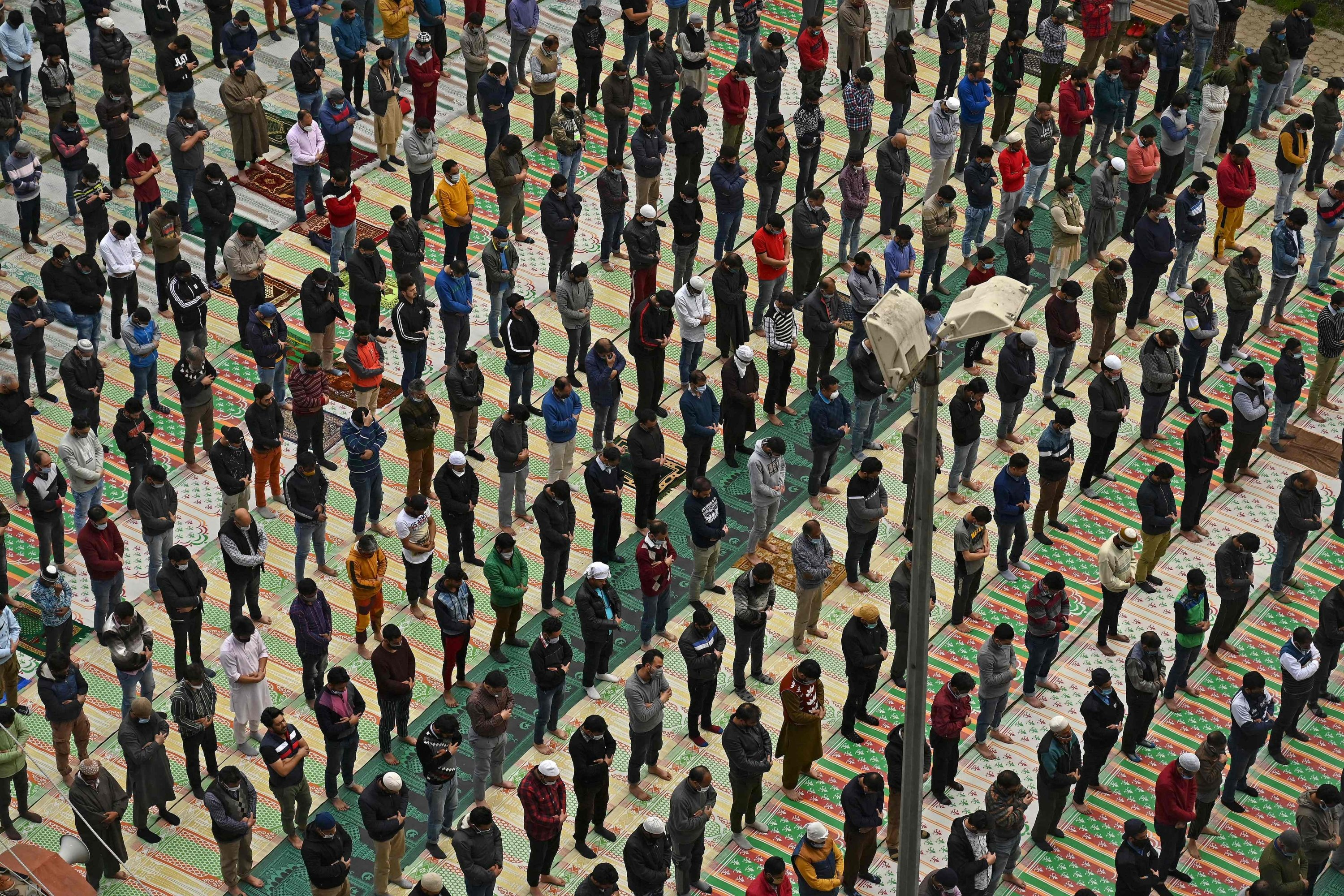 Muslim devotees gather at a mosque while maintaining social distancing protocols to offer their prayers on the first day of the holy month of Ramadan in Srinagar, Kashmir, April 14, 2021. (AFP Photo)
