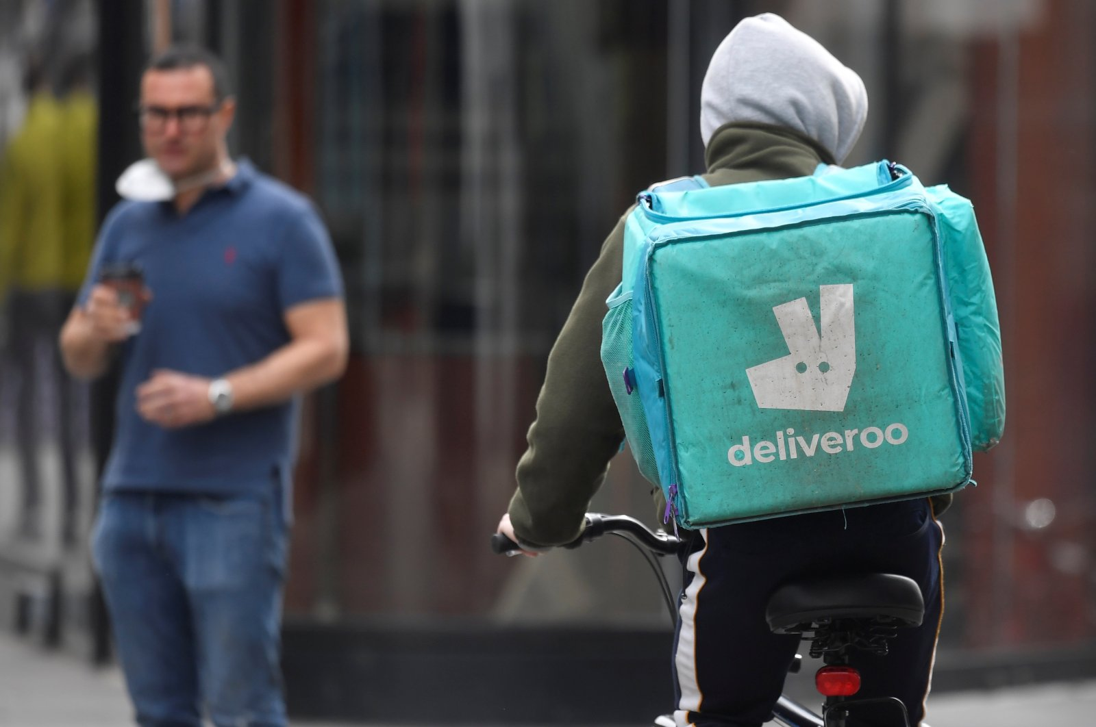 A Deliveroo delivery rider cycles in London, Britain, March 31, 2021. (REUTERS Photo)