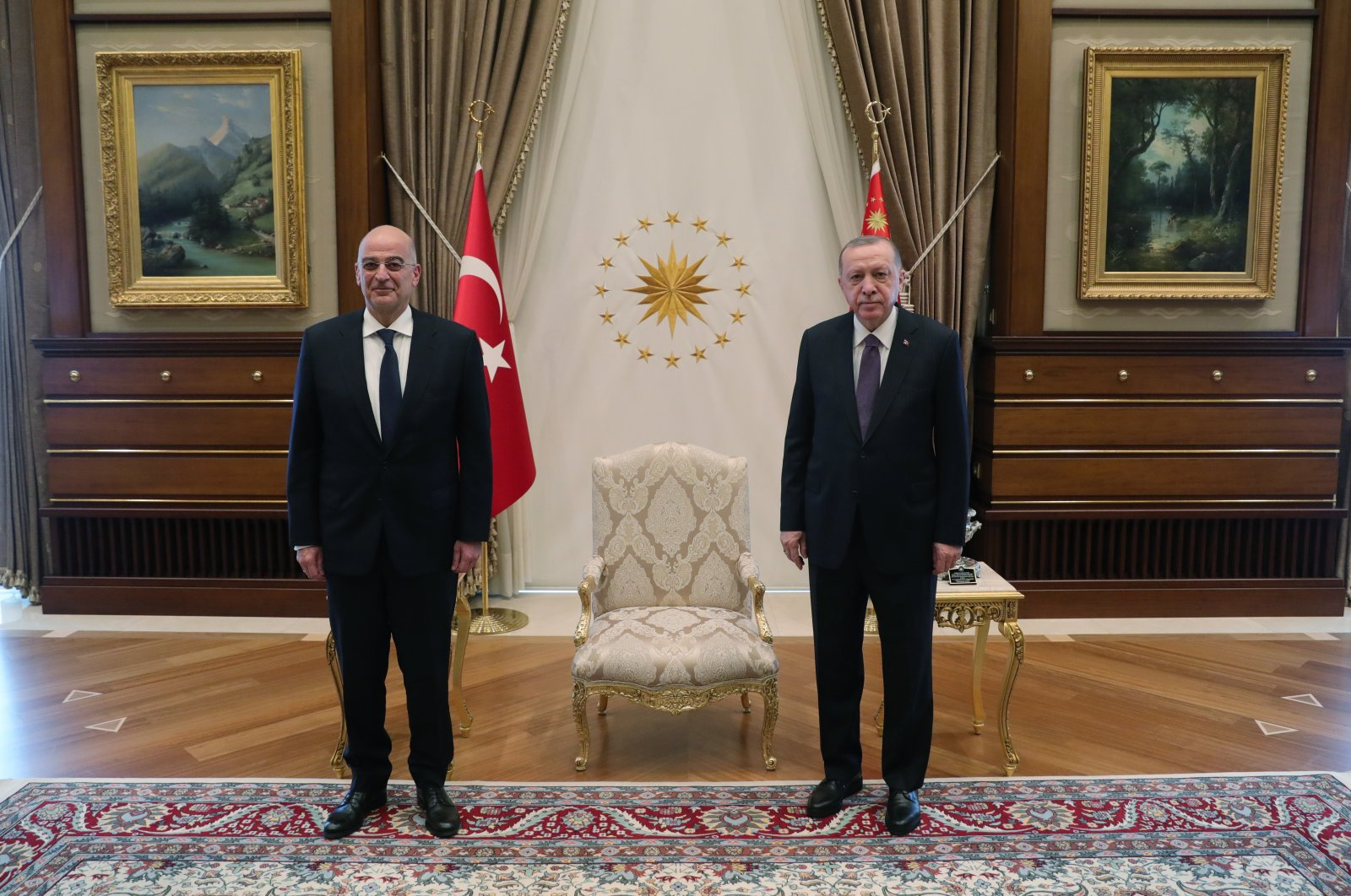 A handout photo made available by the Turkish Presidential Press Office shows President Recep Tayyip Erdoğan (R) and Greek Foreign Minister Nikos Dendias posing for a photograph before their meeting in Ankara, Turkey, April 15, 2021. (Courtesy of the Presidency)