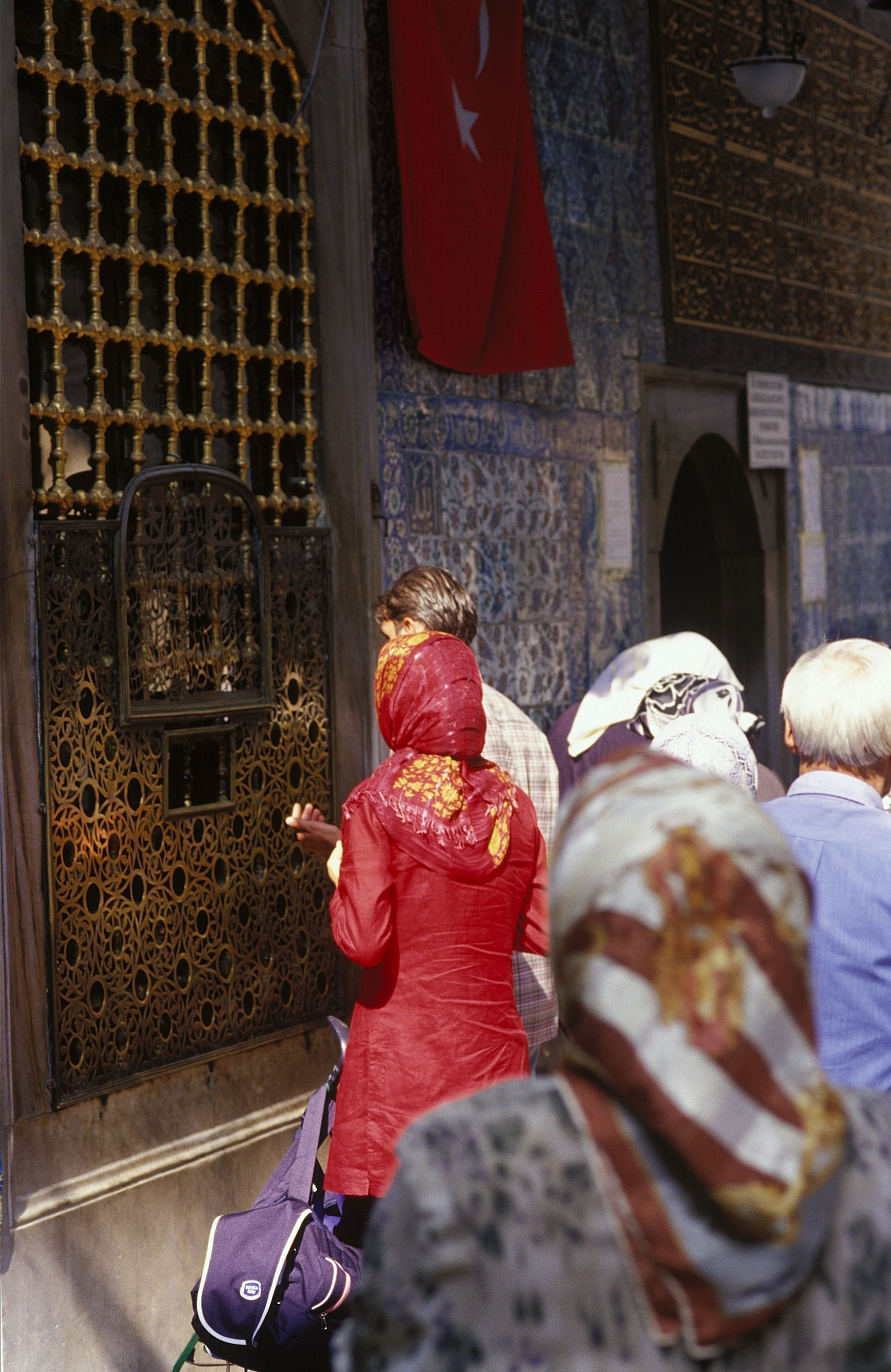 People praying in front of the Eyüp Sultan Mosque In Istanbul, Turkey, Sept. 1, 2002. (via Getty Images)