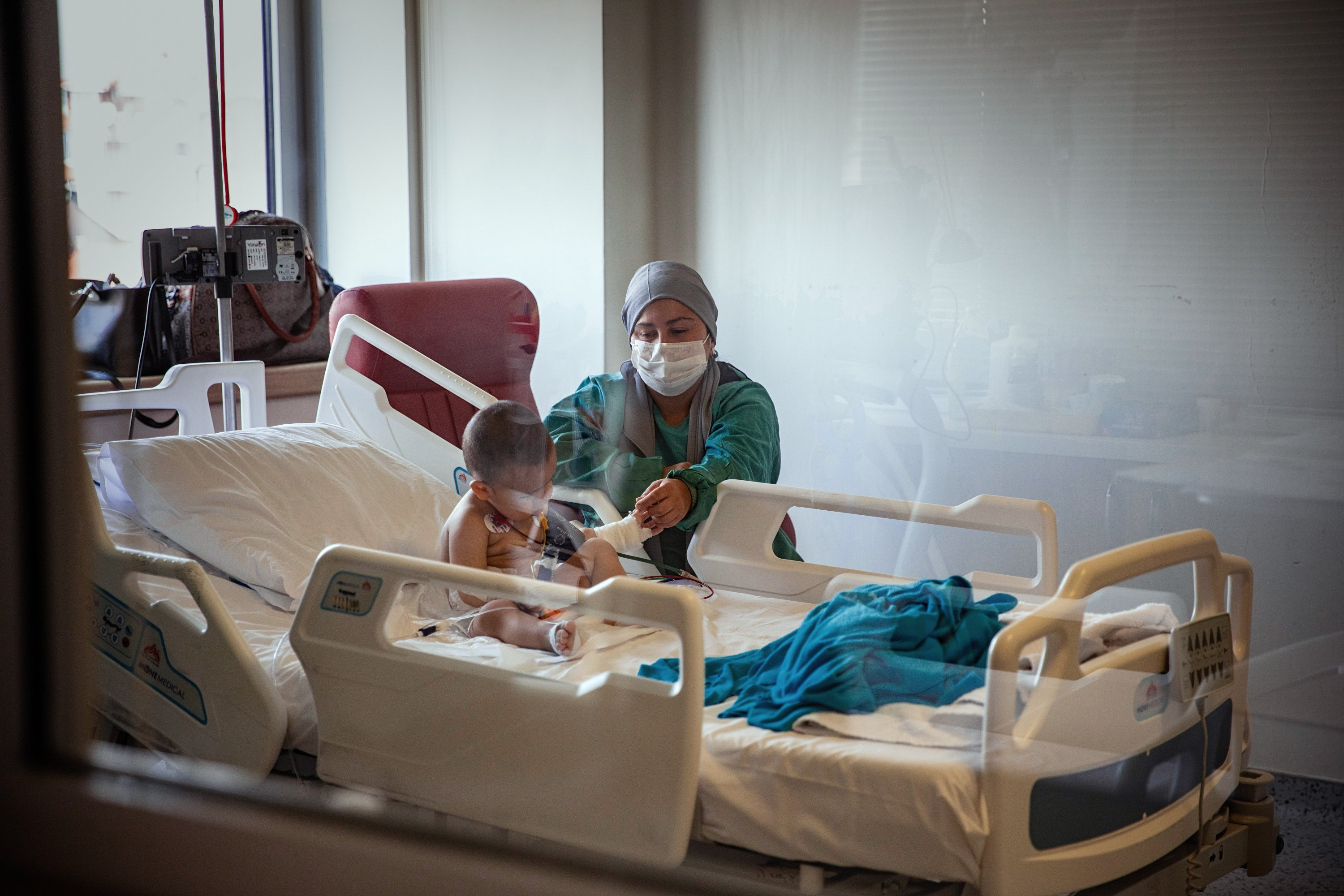 A nurse stands beside the bed of a child patient at the hospital, in Istanbul, Turkey, April 16, 2021. (AA PHOTO)