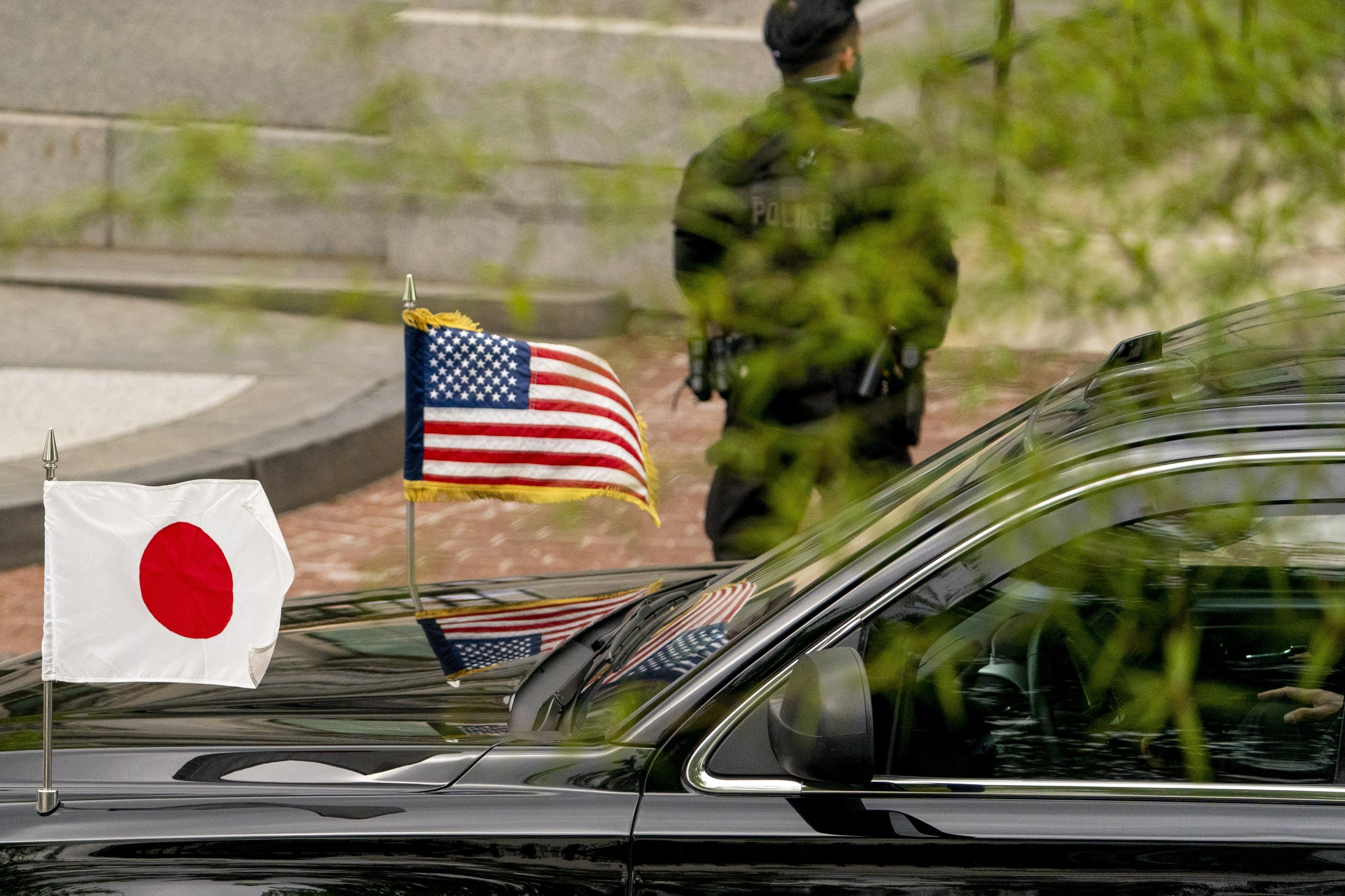 The car carrying Japanese Prime Minister Yoshihide Suga arrives for a meeting with Vice President Kamala Harris, at the Eisenhower Executive Office Building on the White House campus in Washington, U.S., April 16, 2021. (AP Photo)