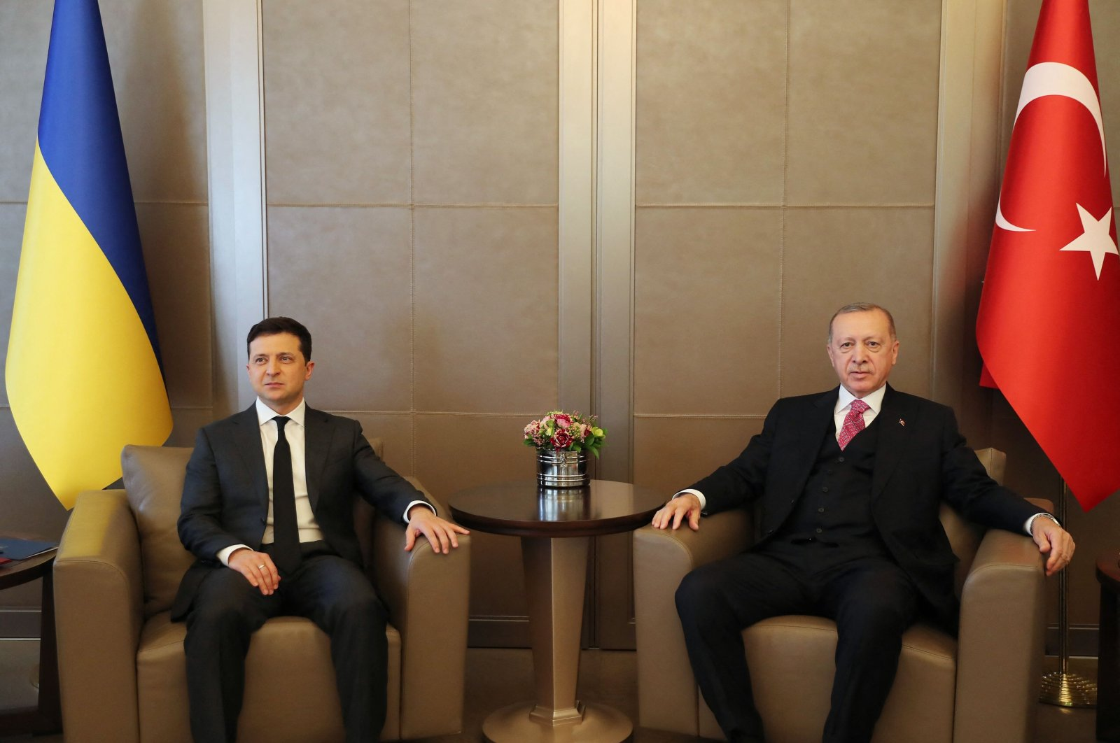 During Ukraine's President Volodymyr Zelenskiy's meeting (L) with Turkish President Recep Tayyip Erdoğan (R) in Istanbul, the two countries signed an agreement for Turkish government housing agency TOKI to build 500 housing units for Crimean Tatar Turks in Ukraine, April 10, 2021. (AFP Photo)