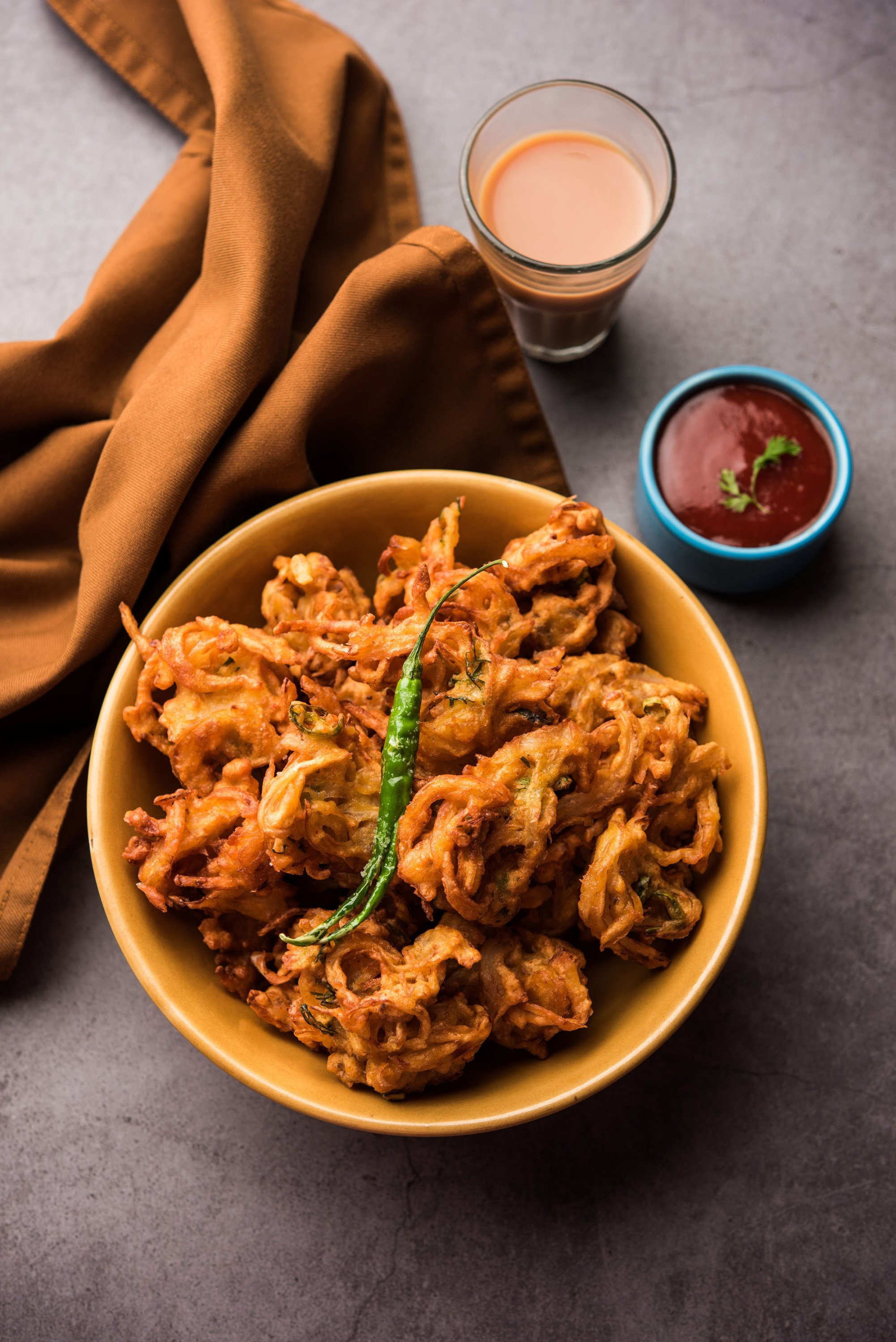 Fried onion pakora is a great tea-time and iftar snack. (Shutterstock Photo)