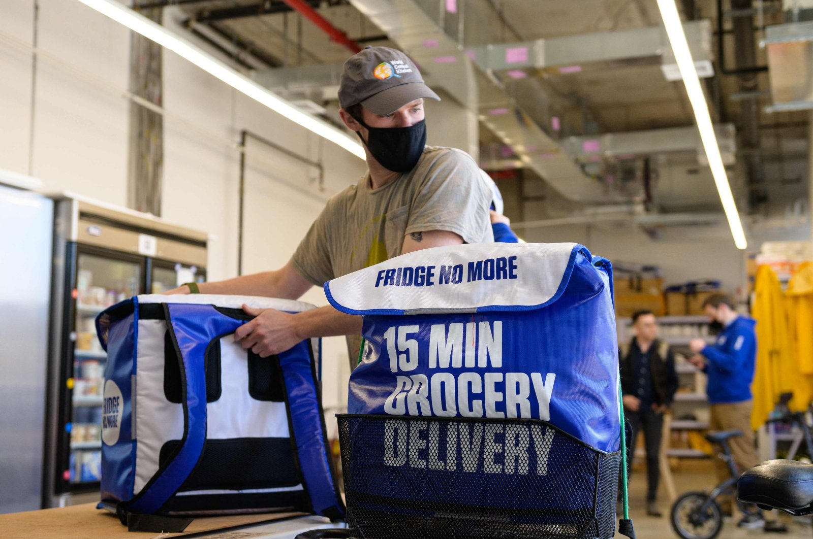An employee prepares grocery delivery bags from 'Fridge No More' in the Brooklyn borough of New York City, U.S., March 31, 2021. (AFP Photo)