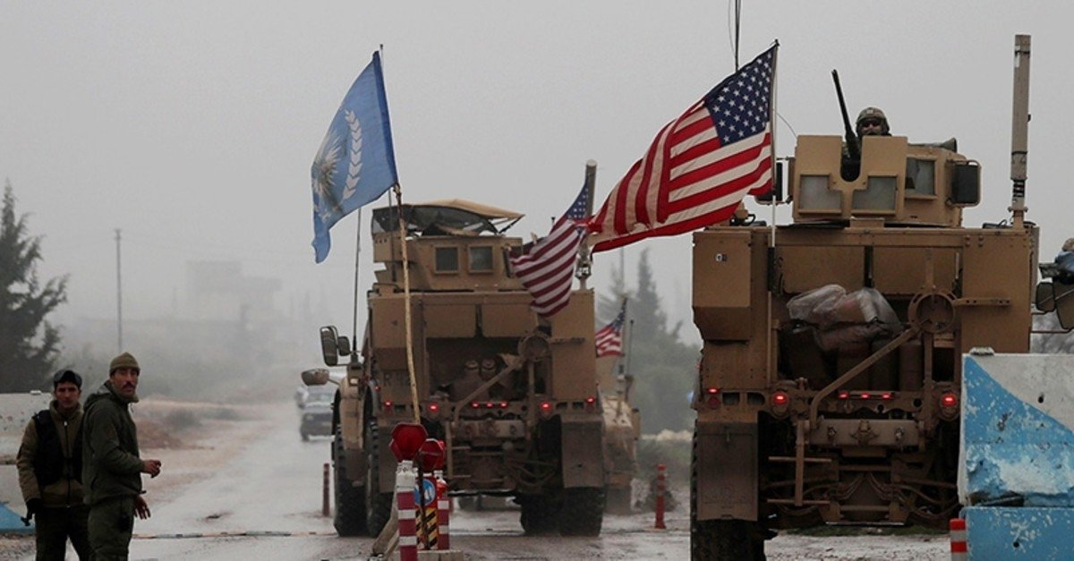 A line of U.S. military vehicles drives through a checkpoint in Manbij as they head to their base on the outskirts of northern Syria, Dec. 30, 2018. (AFP File Photo)