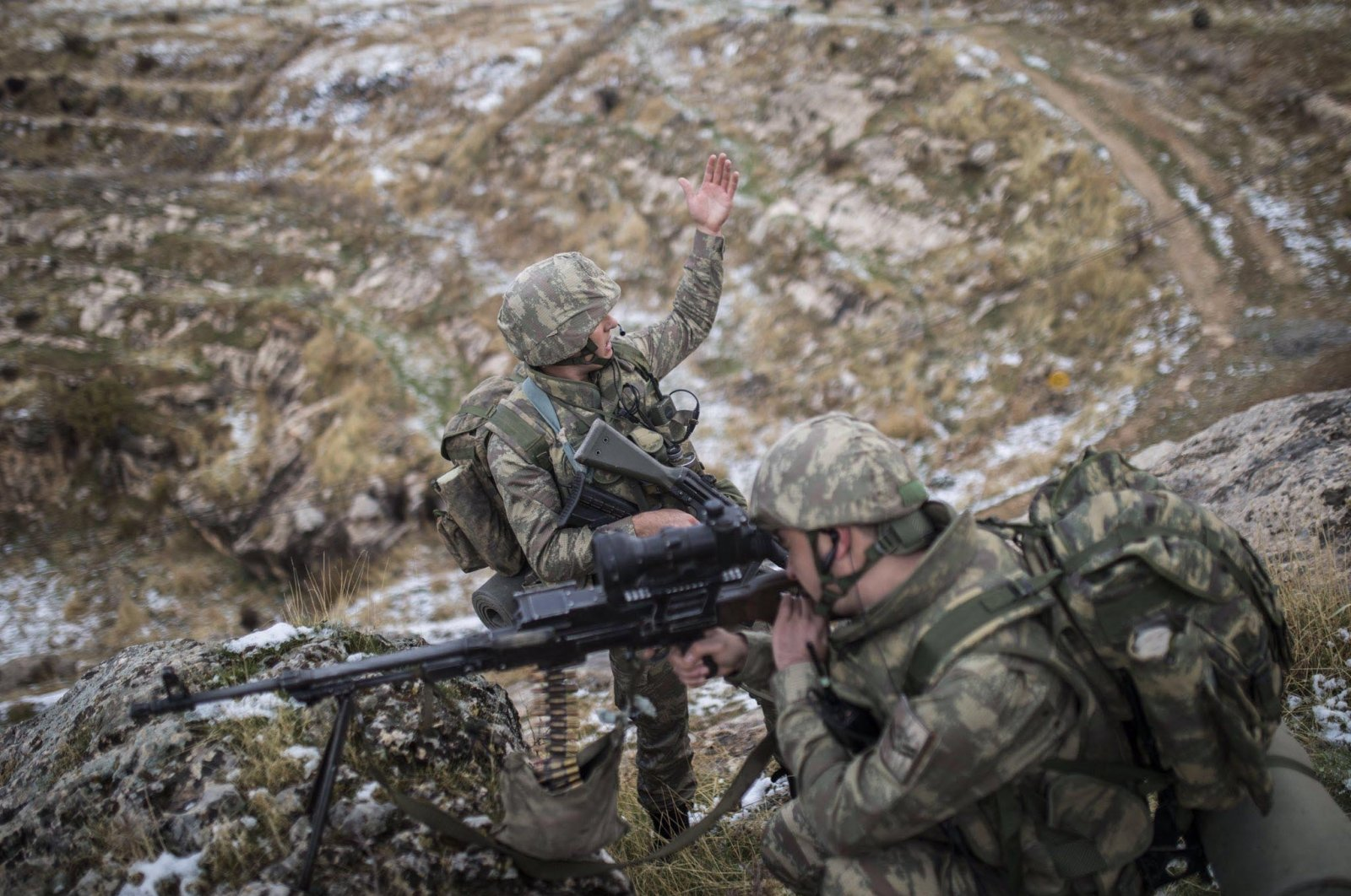 Turkish soldiers take part in a counterterrorism operation against PKK terrorists in the Metina region in northern Iraq. (DHA File Photo)