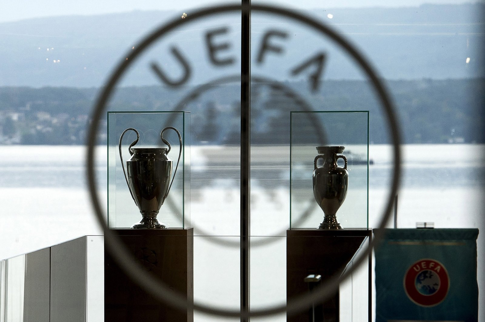 The UEFA Champions League trophy (L) and the Europa League trophy (R) on display at the UEFA headquarters in Nyon, Switzerland, Sept. 18, 2014. (EPA Photo)