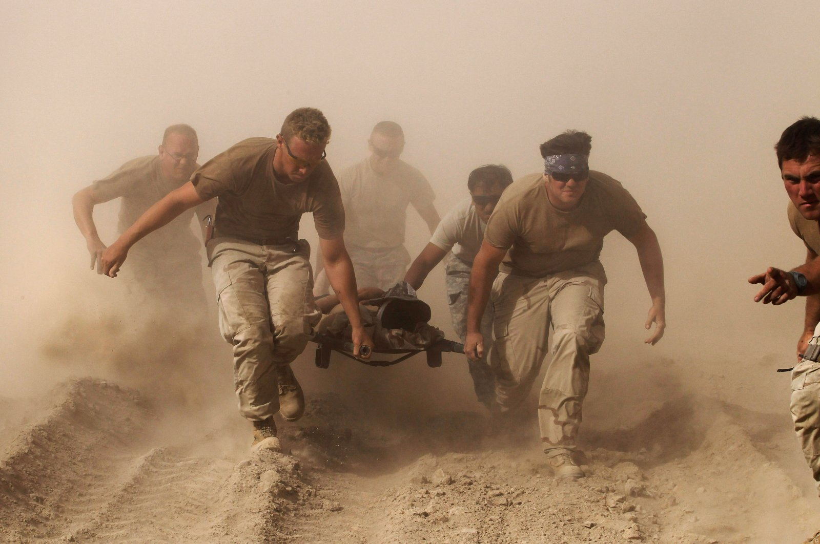 Members of the U.S. Navy carry a comrade wounded by an explosion to a medevac helicopter in the Kandahar province, southern Afghanistan, Oct. 2, 2010. (Reuters Photo)