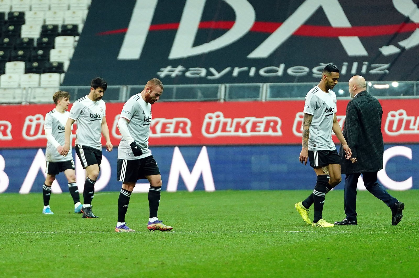 Beşiktaş players look dejected after playing out a draw against Ankaragücü in the Süper Lig, Istanbul, Turkey, April 19, 2021. (IHA Photo)