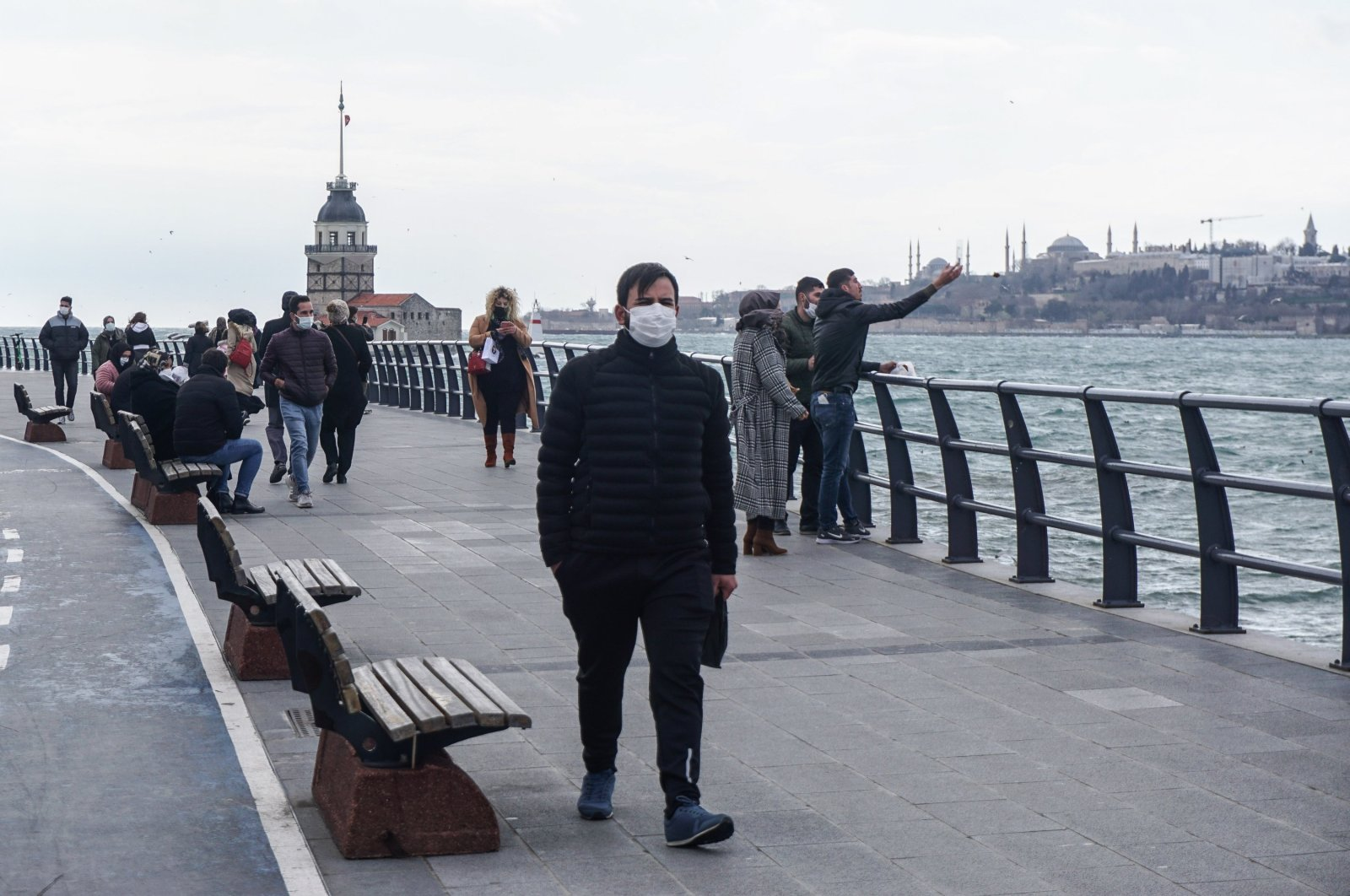 A man wearing a facemask as a precaution against the spread of COVID-19 walks by the seaside in the Üsküdar neighborhood of Istanbul, Turkey, March 16, 2021. (Reuters Photo)