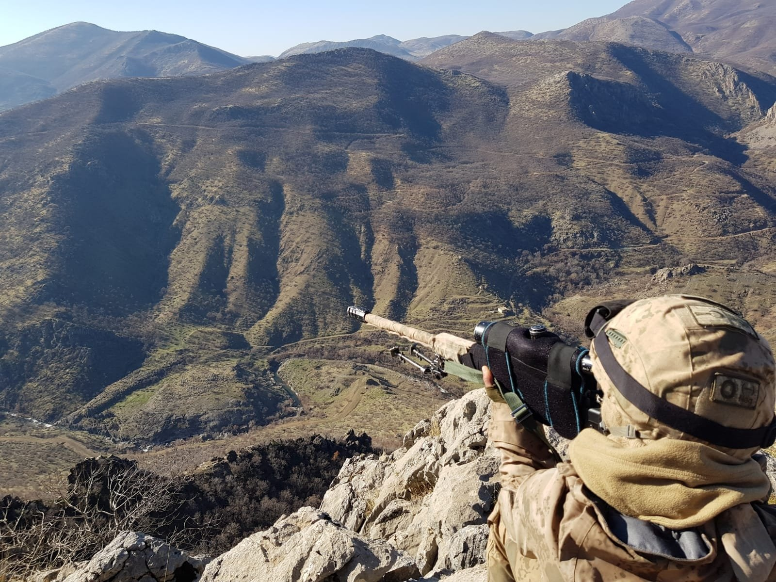 A Turkish soldier participates in Operation Kıran-8 in rural Bitlis, Turkey, Dec. 20, 2019. (AA File Photo)