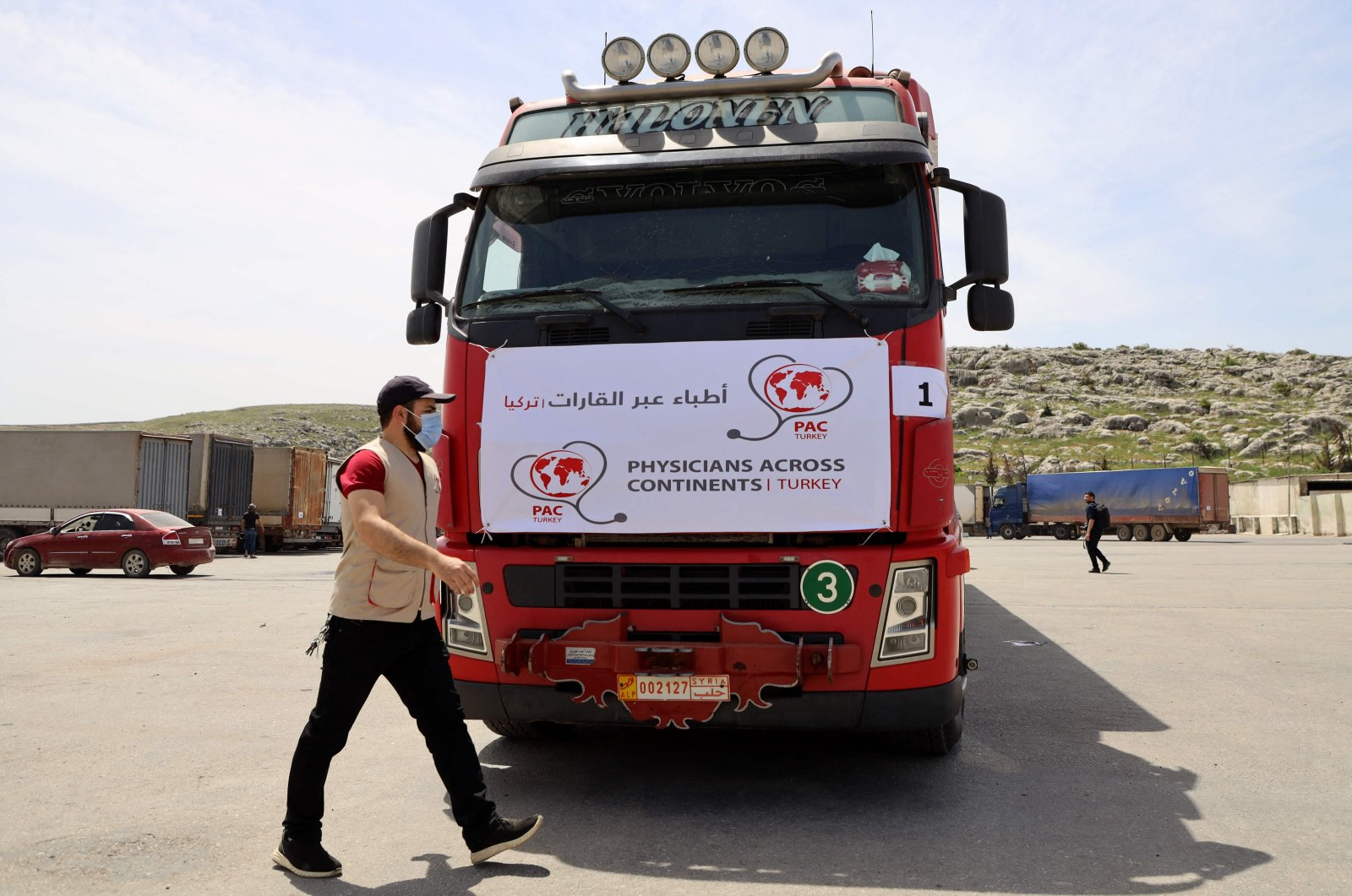 A truck carrying the first batch of AstraZeneca COVID-19 vaccines arrives at the Bab al-Hawa border crossing between Syria and Turkey in Syria's northwestern Idlib, April 21, 2021. (AFP Photo)