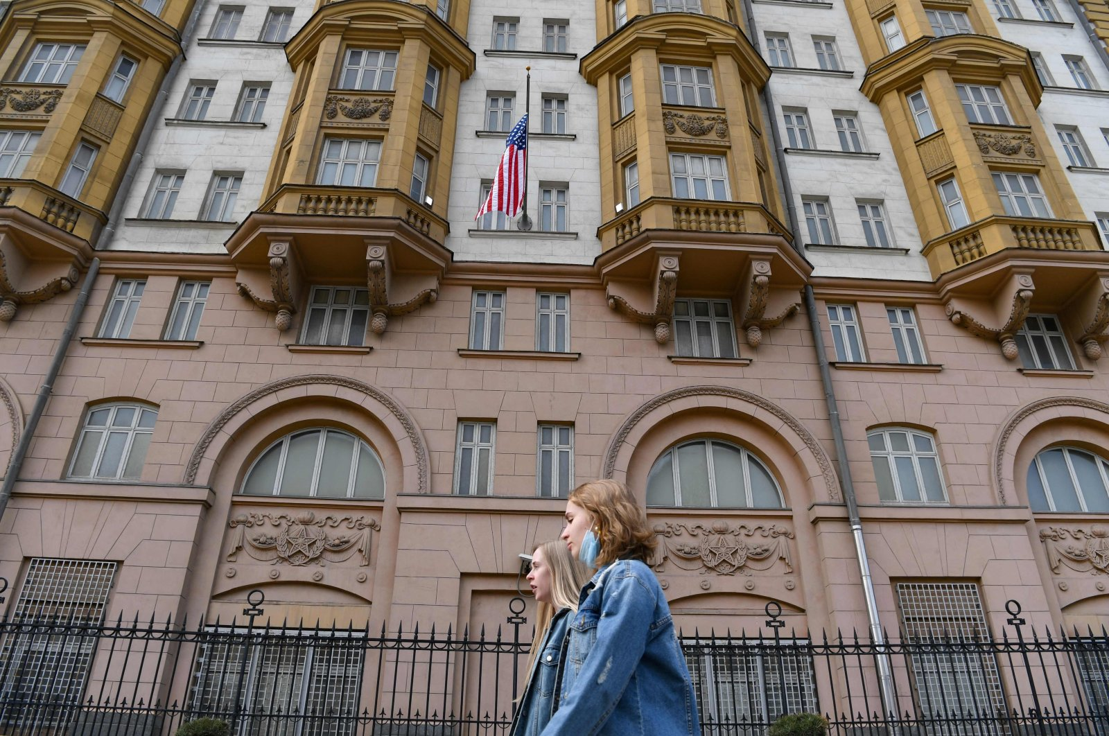 Two young women walk past the U.S. embassy building in Moscow, Russia, April 15, 2021. (AFP Photo)